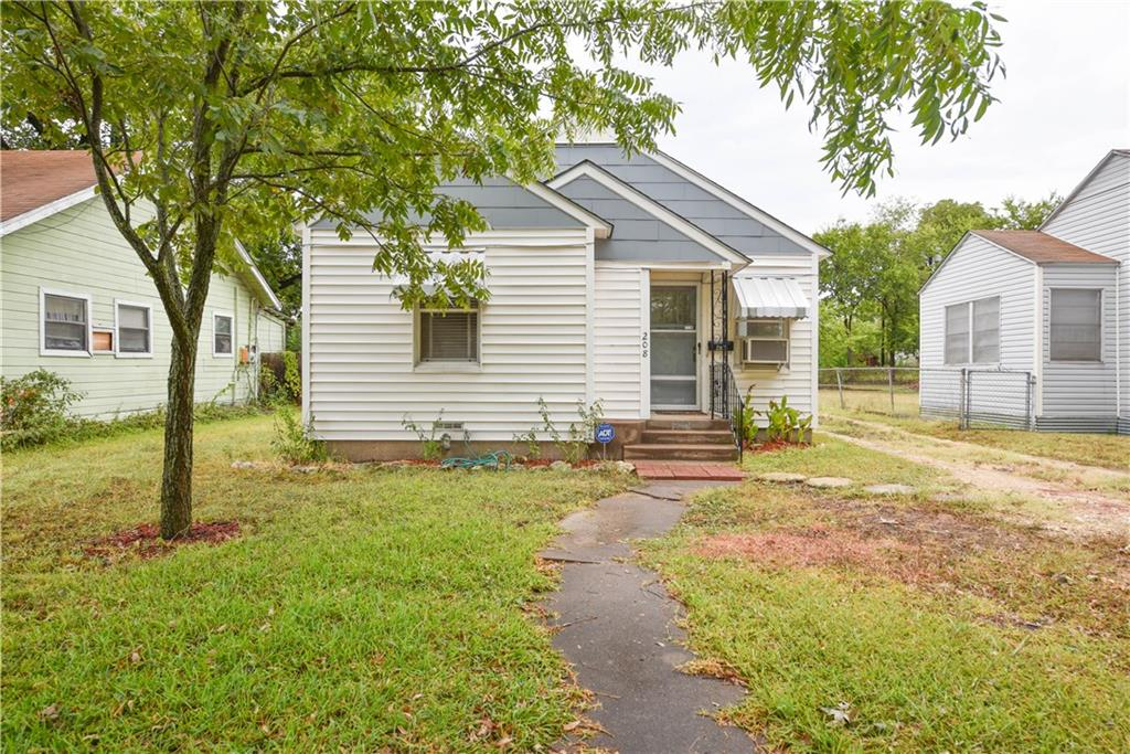 Stunning single-family home just minutes from Temple High School, Baylor Scott & White Hospital, shopping, and restaurants. Upon entry you are welcomed with a spacious living room with beautiful laminate wood floors that run throughout most of the home. Open concept kitchen has ample cabinet and counter top space for all your storage needs. Two possible dining areas are off the kitchen and one can be used as an extra storage space. Amazing backyard has a covered patio and plenty of room for all your outdoor activities. Do not miss out on this great home, so schedule your private tour today! Rent is around 800 in the area