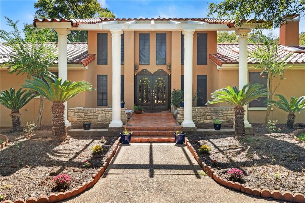 Welcome home! This gated Spanish Villa is situated on 1 private acre located in the heart of South Austin. You'll be within walking distance to the Sunset Valley shopping center and have a quick, easy commute to Downtown Austin. Have your own private oasis just minutes to everything! Sprinkler Sys:Yes