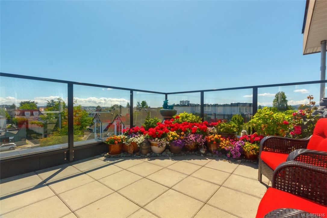 Upscale 2 bedroom penthouse offering city, mountain and ocean views