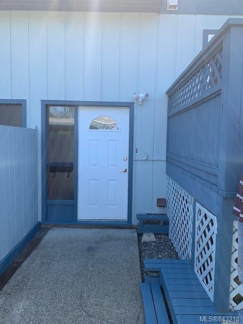 5 Bedroom, 3 Bathroom, Condo/Townhouse in Saanich East