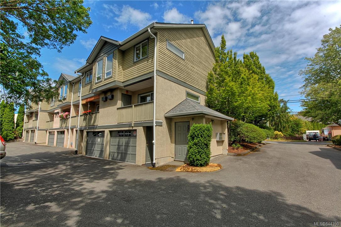 3 Bedroom, 3 Bathroom, Condo/Townhouse in Victoria