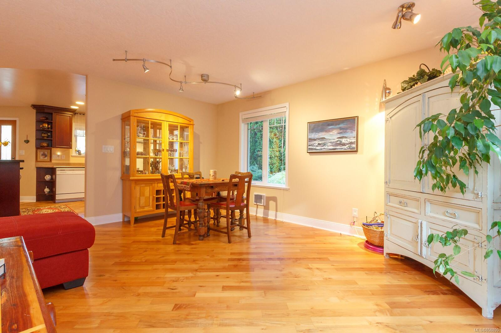 Photo 11 at 10953 Chalet Road, Deep Cove, North Saanich