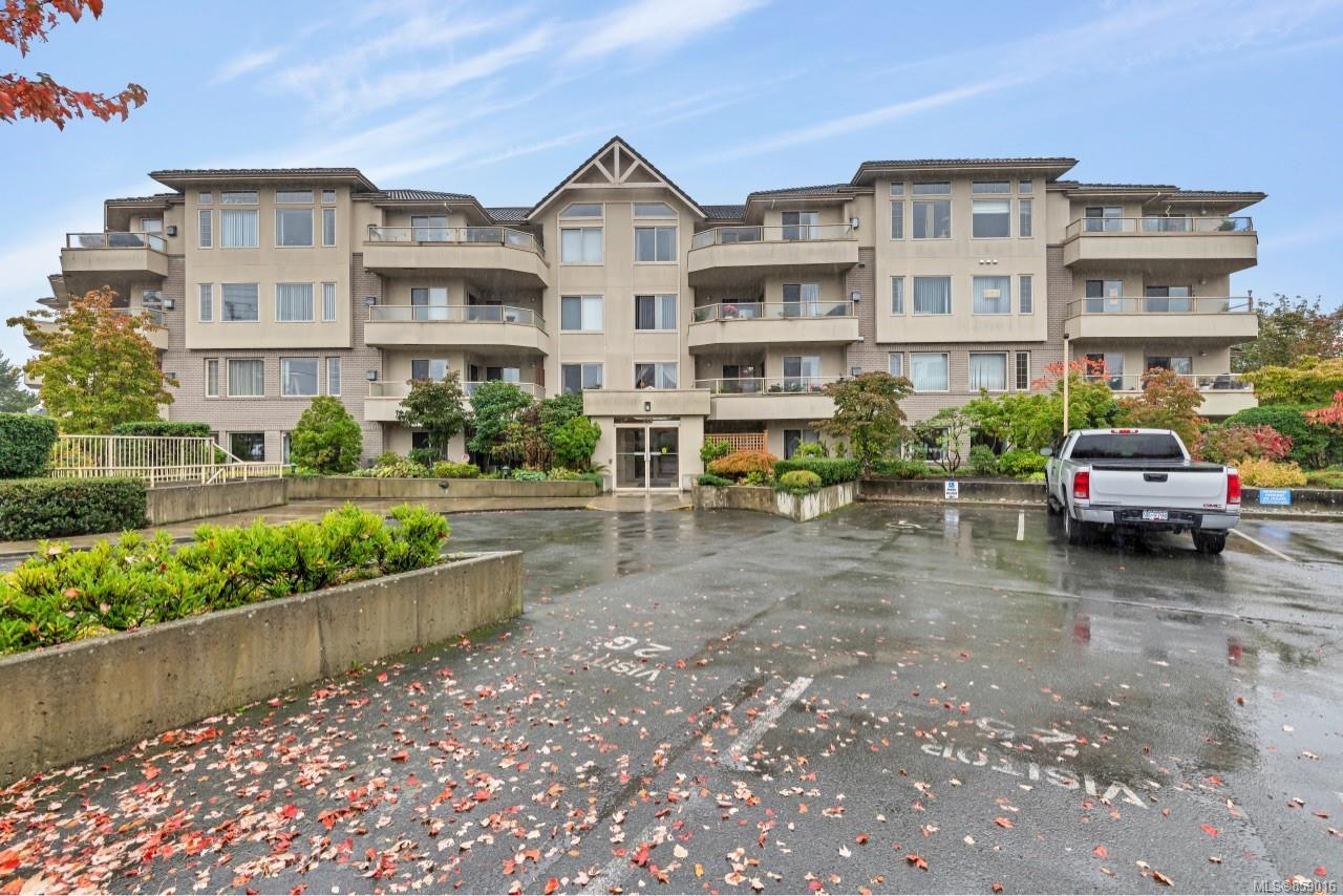 Photo 31 at 302 - 3700 Carey Road, Gateway, Saanich West