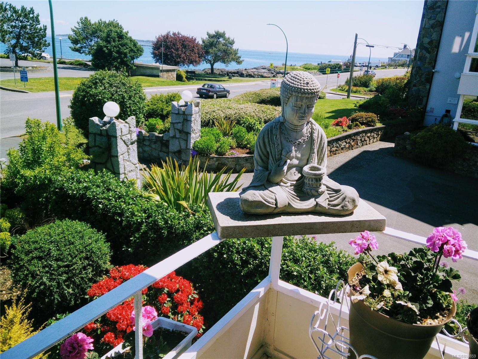 1318 Beach Dr # 203, Oak Bay BC V8S 2N5