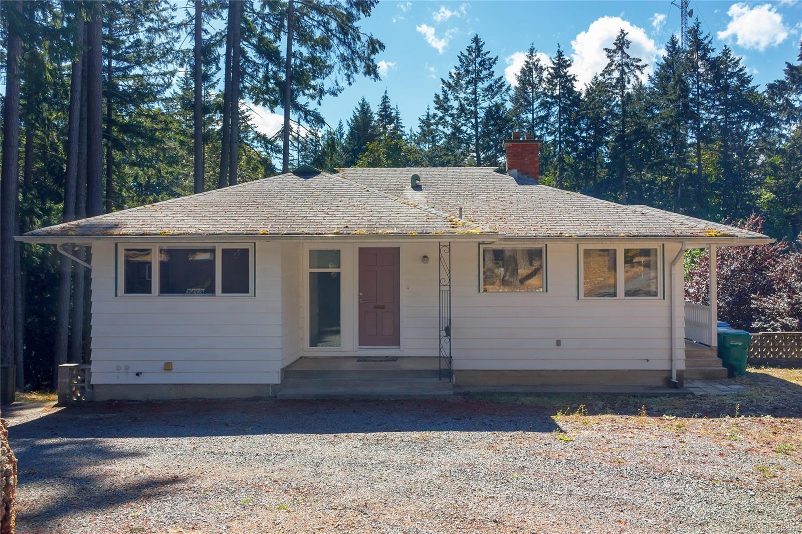 Photo 2 at 3469 Uplands Drive, Nanaimo