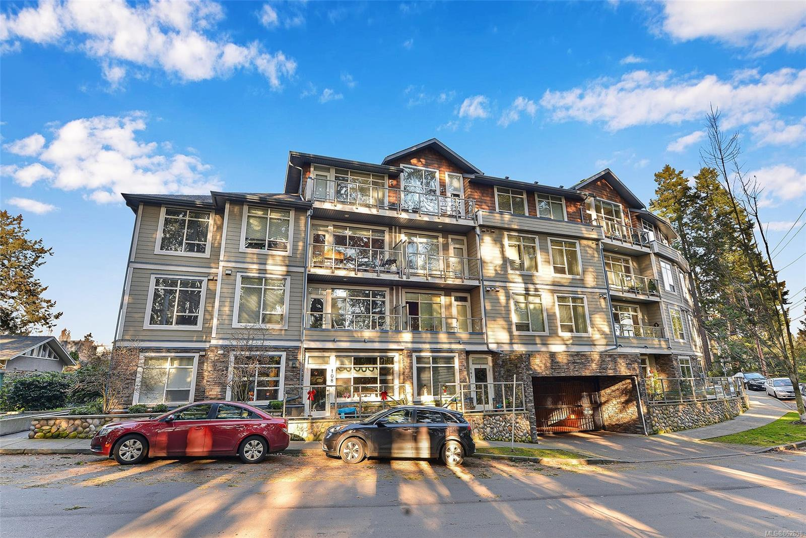 608 Fairway Ave # 305, Langford BC V9B 2R5