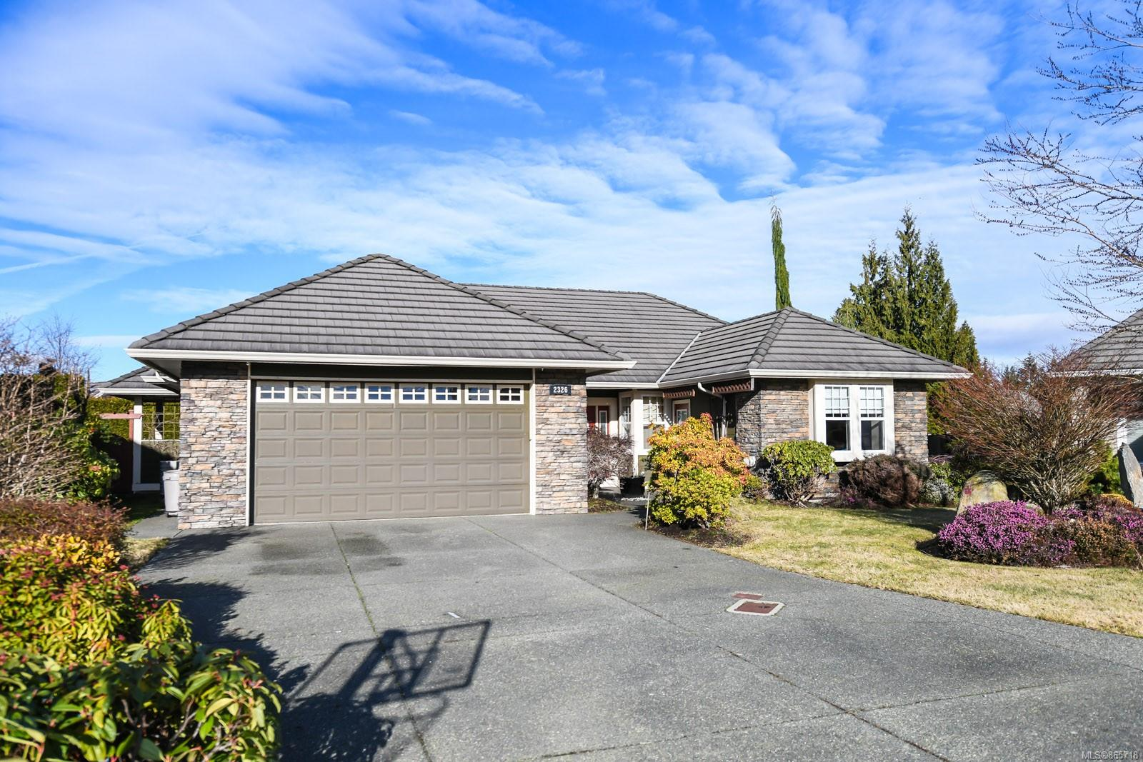 2326 Suffolk Crescent, Crown Isle, Comox Valley photo number 2