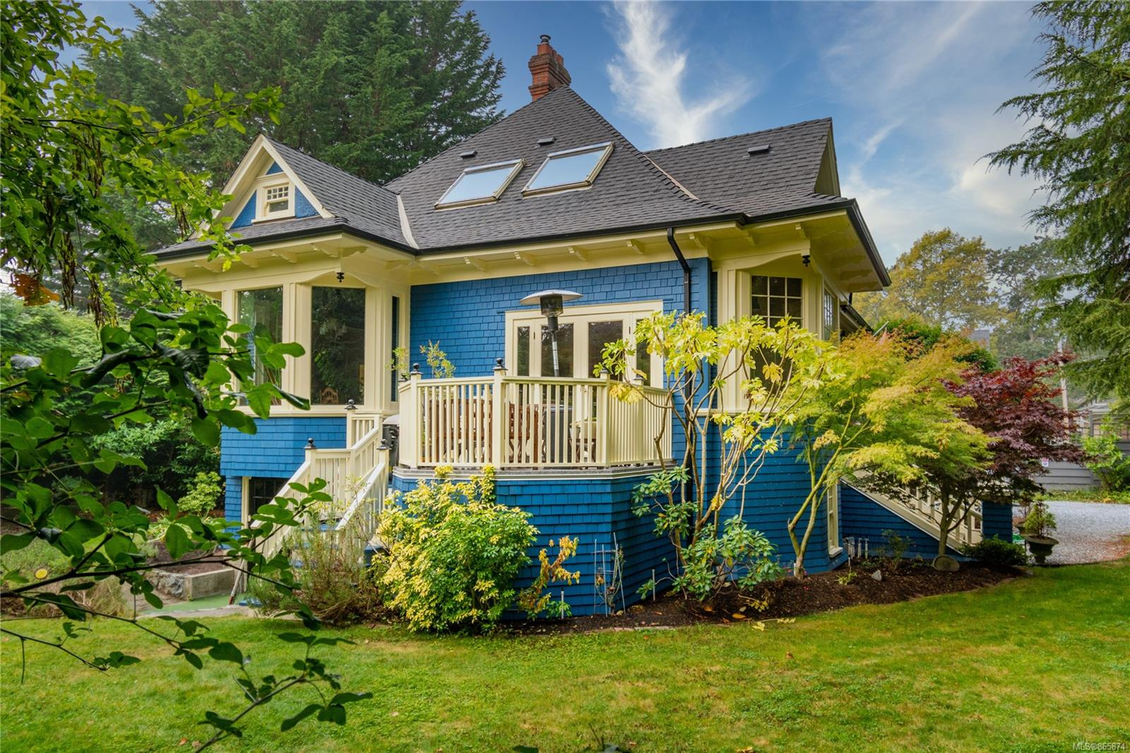 This wonderful family home built in the early 1900's exudes all the charm and character of its vintage, while offering substantial upgrades. With generous proportions in all the rooms, 5 plus bedrooms, 4 bathrooms, high ceilings (10.5 ft) gorgeous moldings, and abundant windowsill combine for something truly special. The home is situated on a very private 114x121 foot lot (.32 acre) ideally located in walking distance the village , beaches, park and schools. A classic home home for sure!