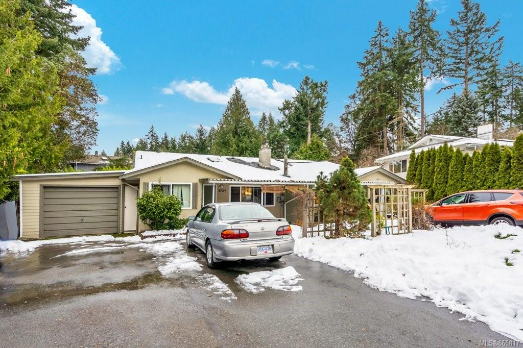 3723 Long Lake Terrace, Uplands, Nanaimo photo number 2