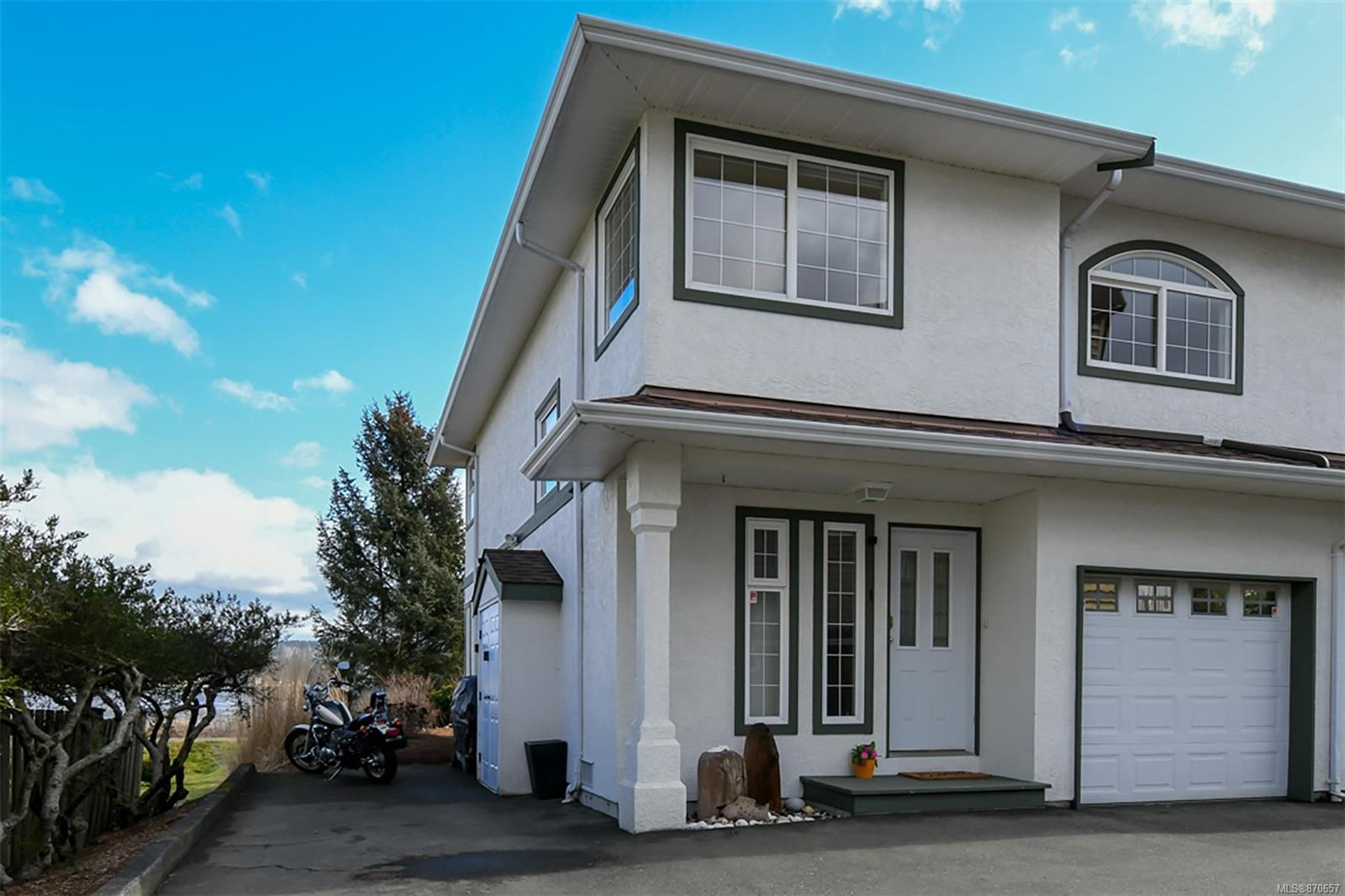 1 - 3020 Cliffe Avenue, Courtenay City, Comox Valley photo 2