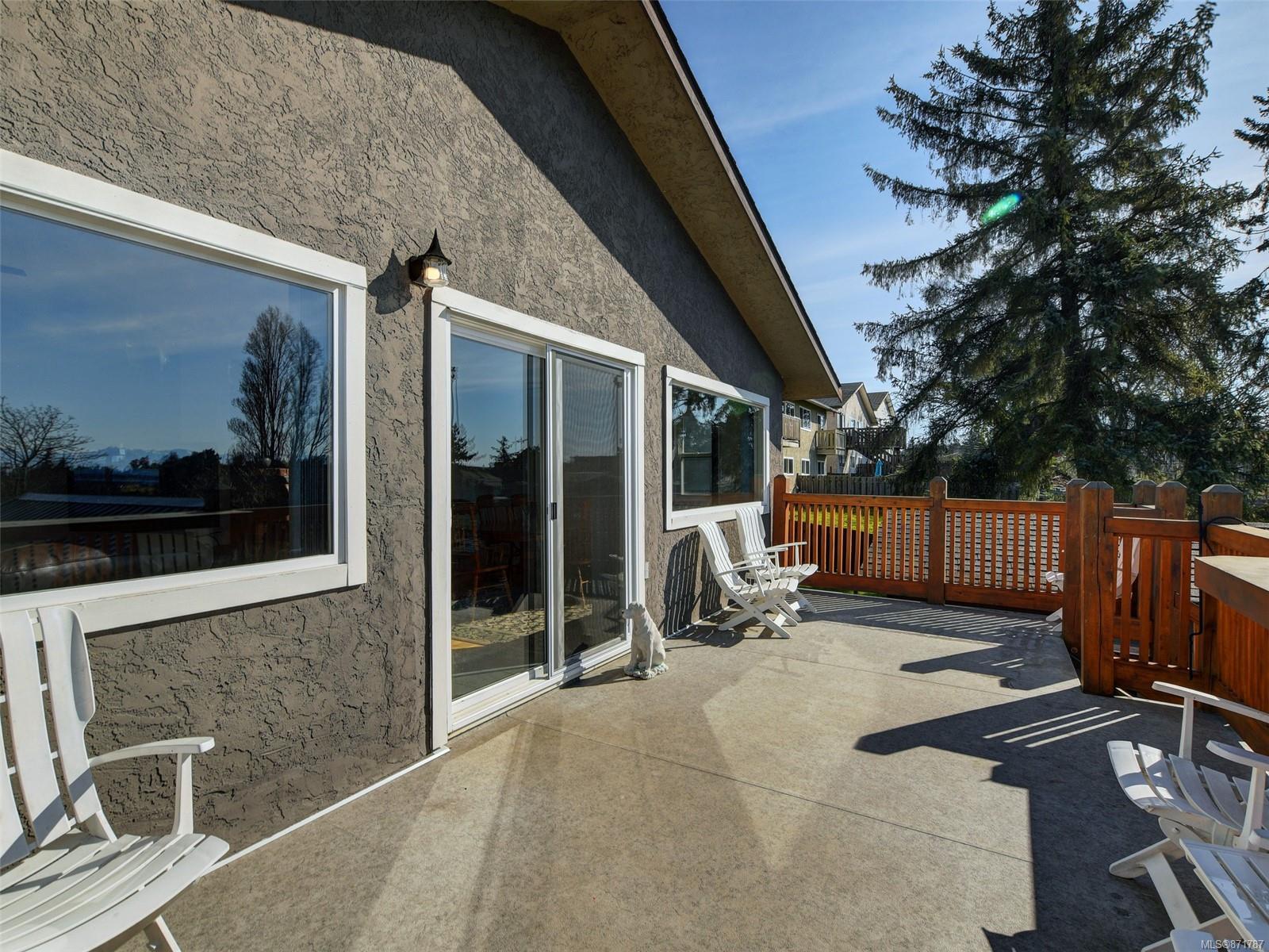 847 Admirals Road, Esquimalt photo number 2