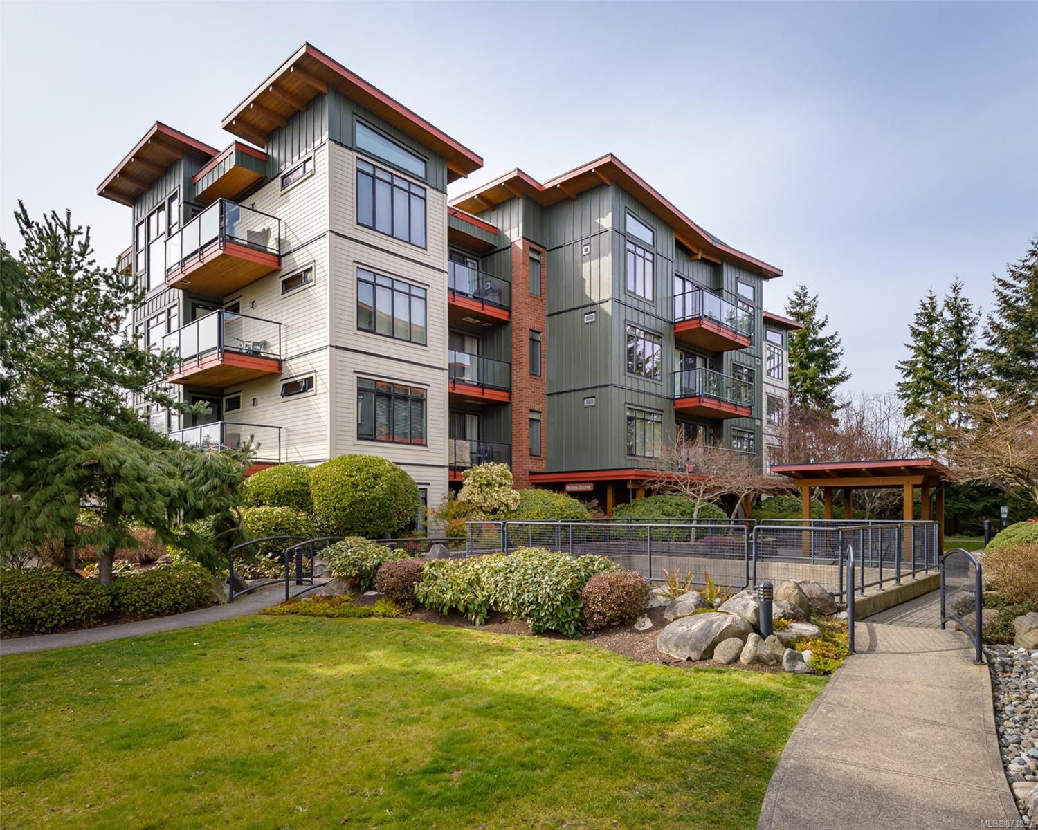 214 - 2300 Mansfield Drive, Courtenay City, Comox Valley photo number 2