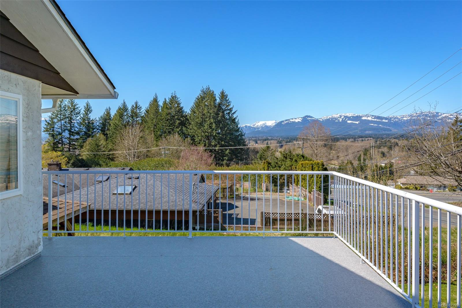 2945 Muir Road, Courtenay City, Comox Valley photo number 2
