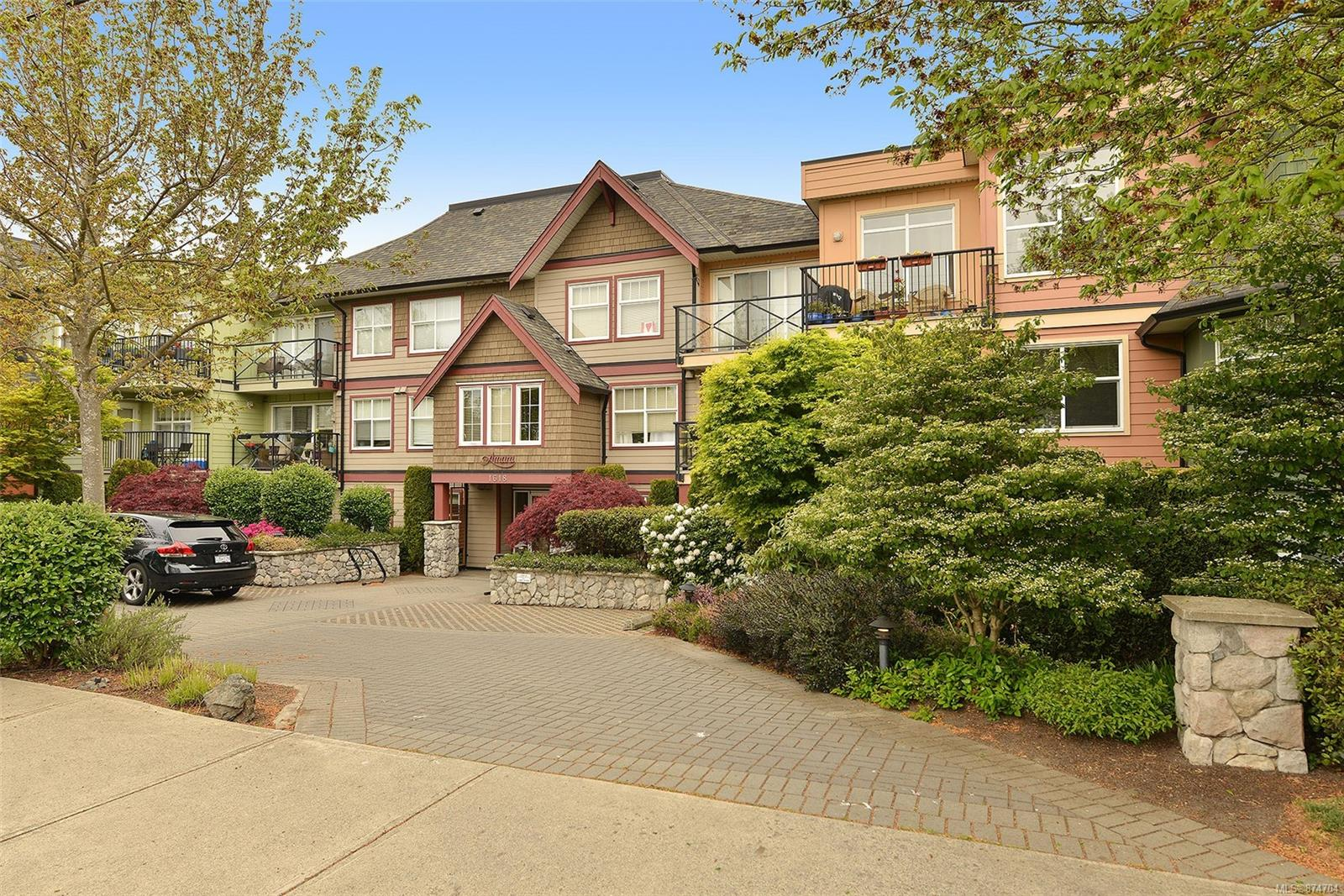 206 - 1618 North Dairy Road, Camosun, Saanich East