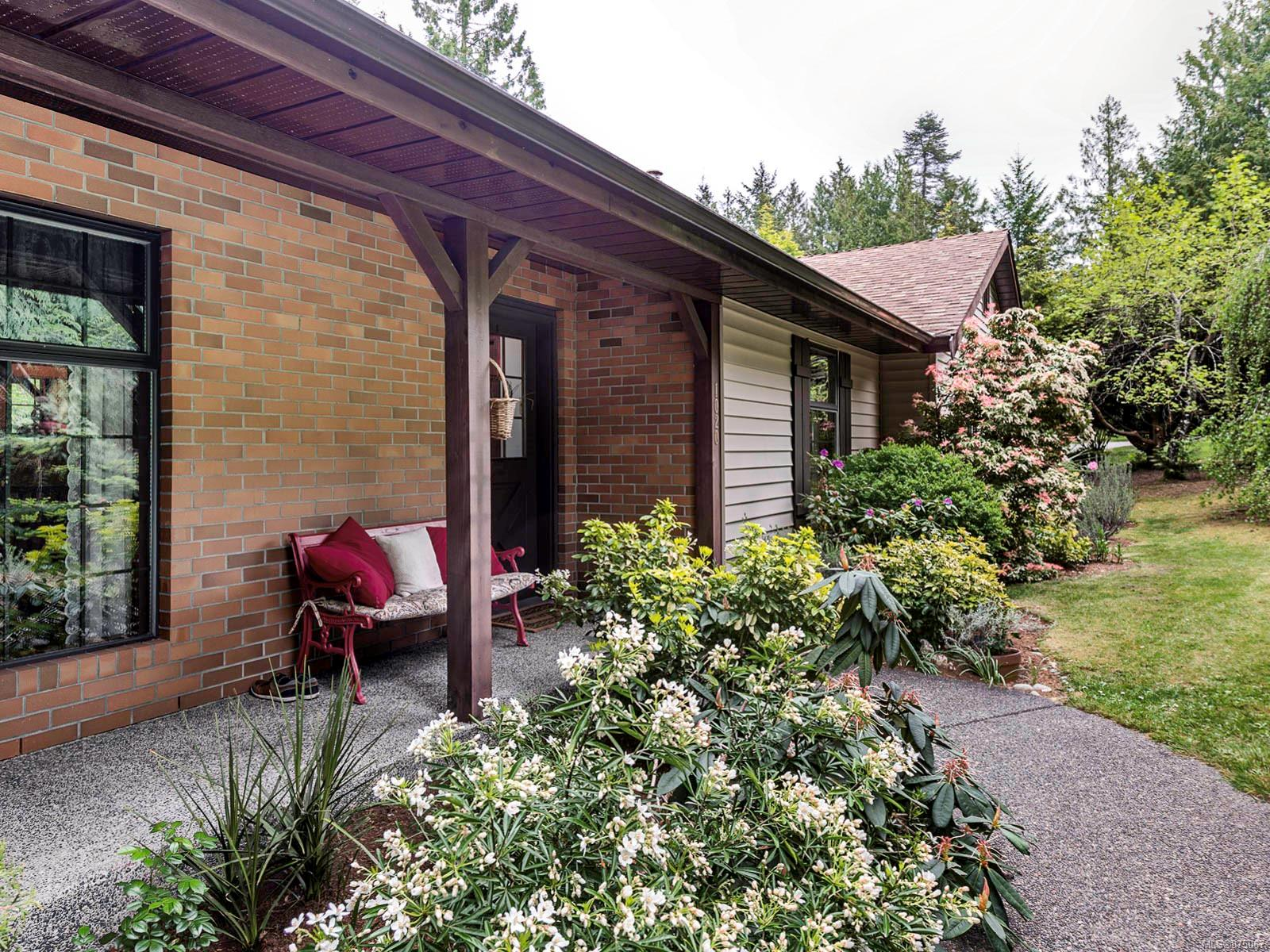 1020 Readings Drive, Lands End, North Saanich