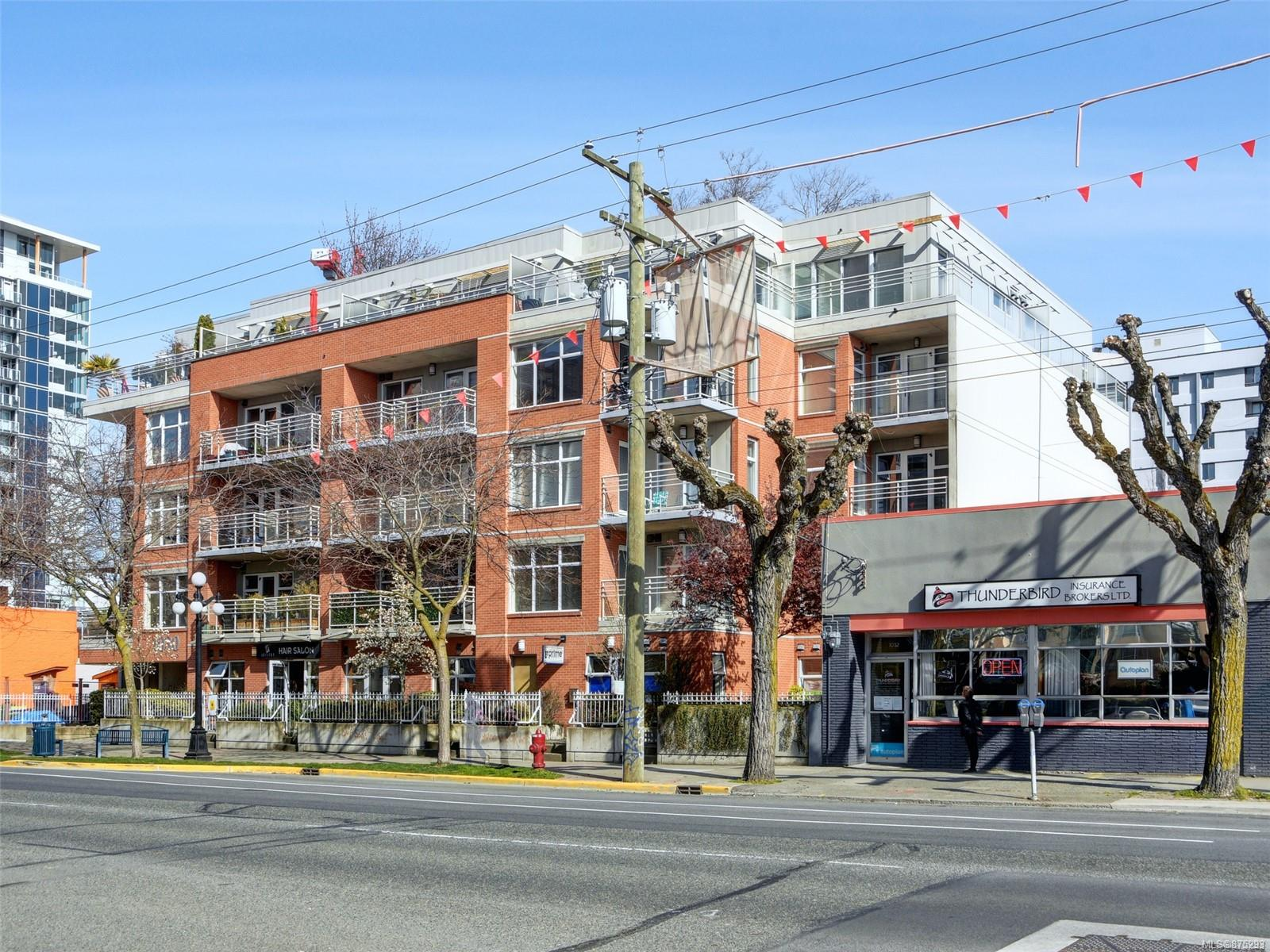 208 - 1030 Yates Street, Downtown, Victoria photo number 2
