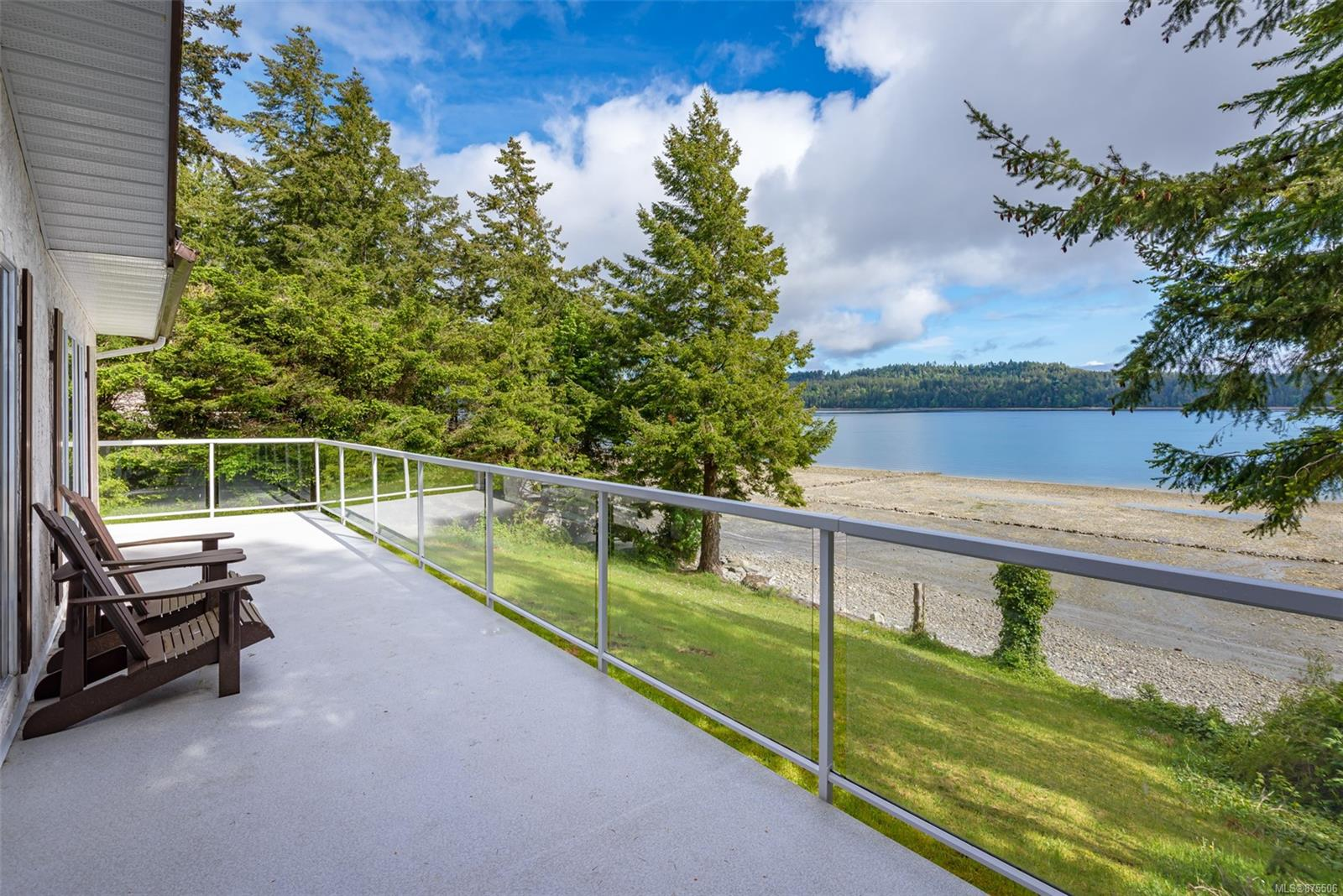 7770 Ships Point Road, Comox Valley photo number 2