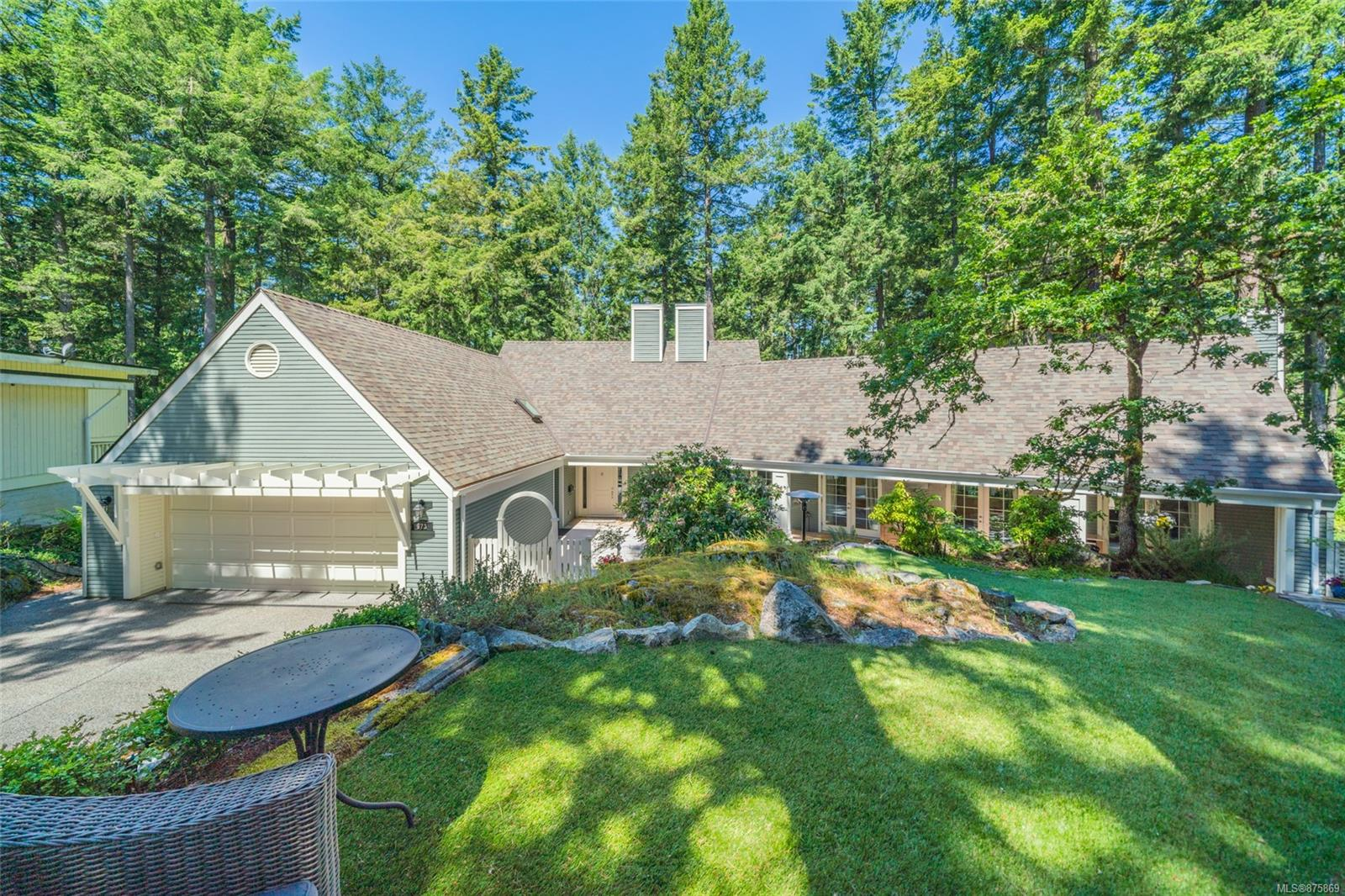 Overlooking lush parkland & situated on a 13,500+ SQFT lot, this CARE Award winning property has been renovated top to bottom by GT Mann offering 3700 SQFT of immaculate living space. Conveniently located on a quiet family-oriented cul-de-sac, this 4BED, 4BATH home provides much more than timeless luxury & stunning views. Luxury custom kitchen by Southshore featuring Jenn Air appliances, Cambria quartz countertops, sit-up island, breakfast nook + formal dining & living rooms. Head downstairs to take advantage of the expansive Media room with 10' projector screen,  fully equipped wet bar & additional rec-room/guest accommodation. Experience extravagance from the Primary Suite providing an oversized ensuite & ample custom walk-in closet. Laundry room includes a built-in dry rack, ample storage, sink & new washer/dryer. A host's dream outdoor space, 1000 SQ FT South facing deck, Synlawn green space & custom built in BBQ kitchen including separate bar & fridge. Your dream home awaits!