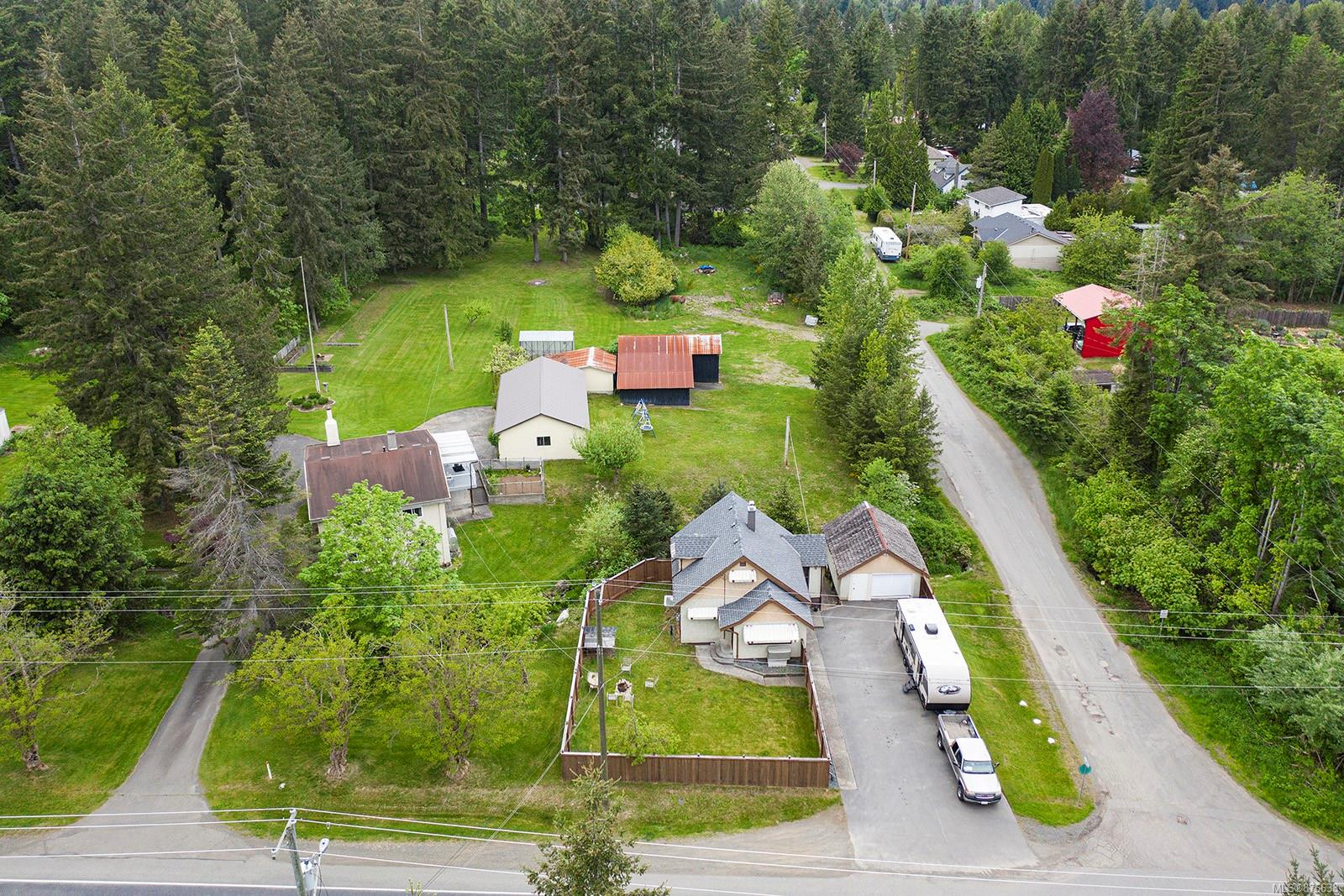 2593 Lake Trail Road, Courtenay West, Comox Valley photo number 2