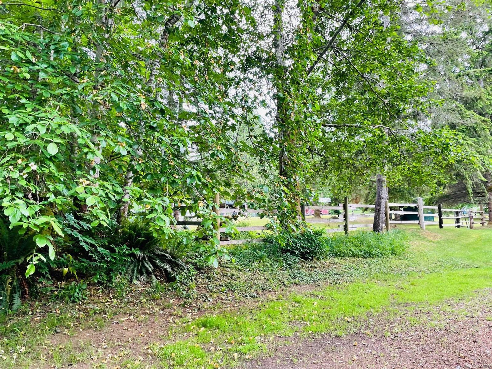 3736 James Crescent, Merville Black Creek, Comox Valley photo number 2