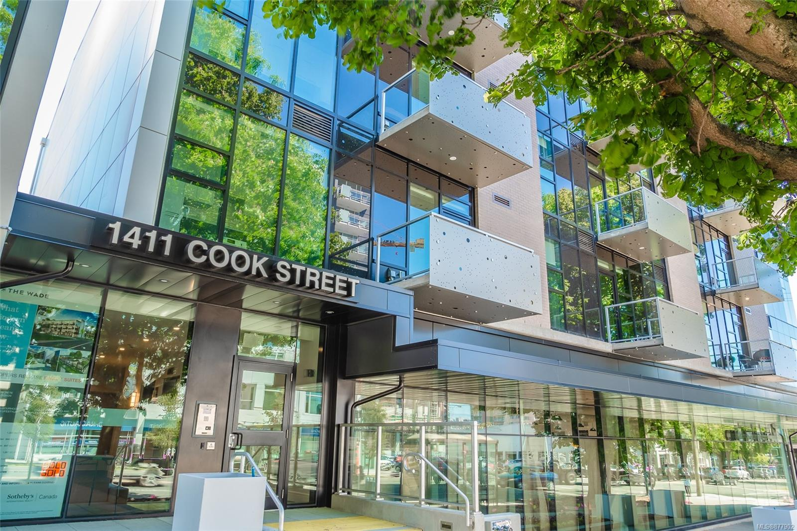 411 - 1411 Cook Street, Downtown, Victoria photo number 2