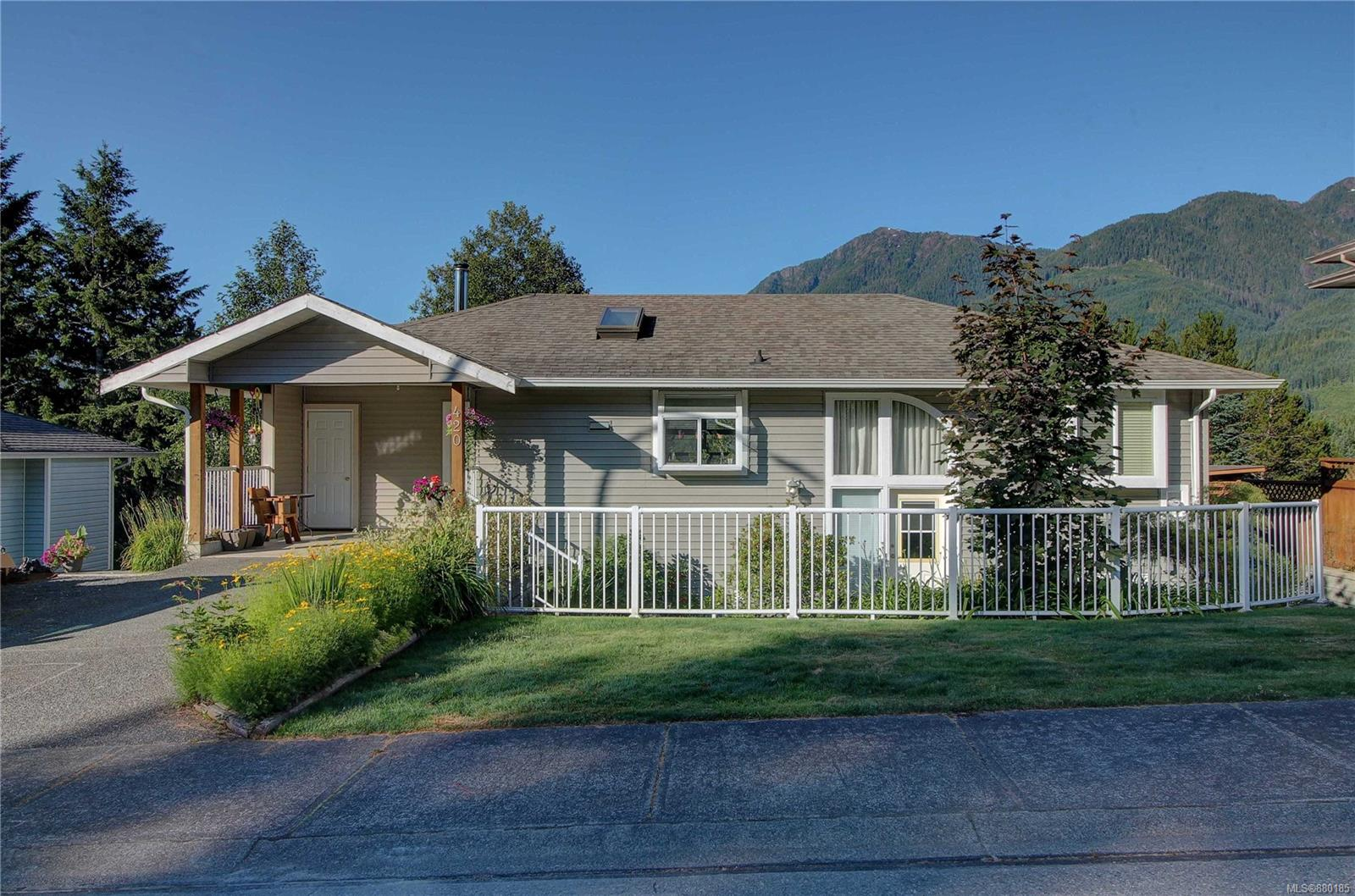 420 Donner Drive, Gold River, North Island