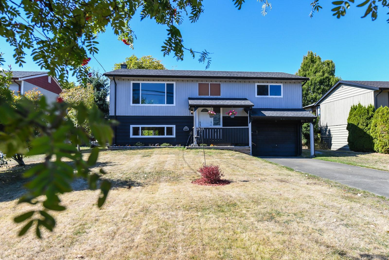 2421 Fitzgerald Avenue, Comox Valley photo number 2