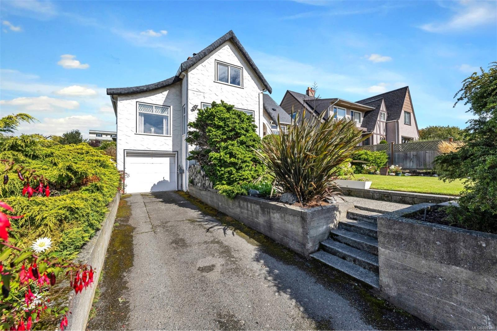 Spectacular south facing ocean views on Dallas road next to Beacon Hill Park . First time on market in 30+ years. 1955 3 bedroom full basement home on 5100 sq. ft. lot . Main floor 1100 sq. ft. two bedroom suite 2 bedroom suite , upper suite 650 sq. ft. one bedroom suite . A one of a kind Dallas road waterfront property .