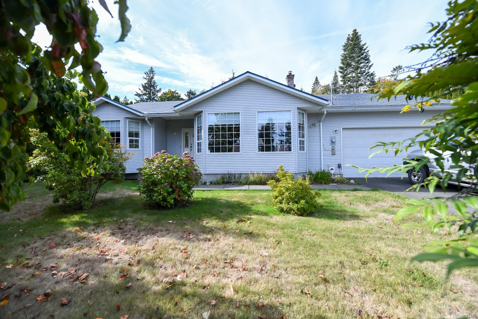 This home is just 5 -10 minutes from Courtenay but feels like you are in your own world, Fully  mature hedging allows for total privacy. Three good size bedrooms with an an suite bath and walk  in closet in the master. The kitchen has lots of cupboards and is open to the dining room and  family room. There is a separate heated shop 24 x 24. Gas forced air furnace and gas fireplace  make those cold winter nights just a memory. 50 year roof installed not long ago.