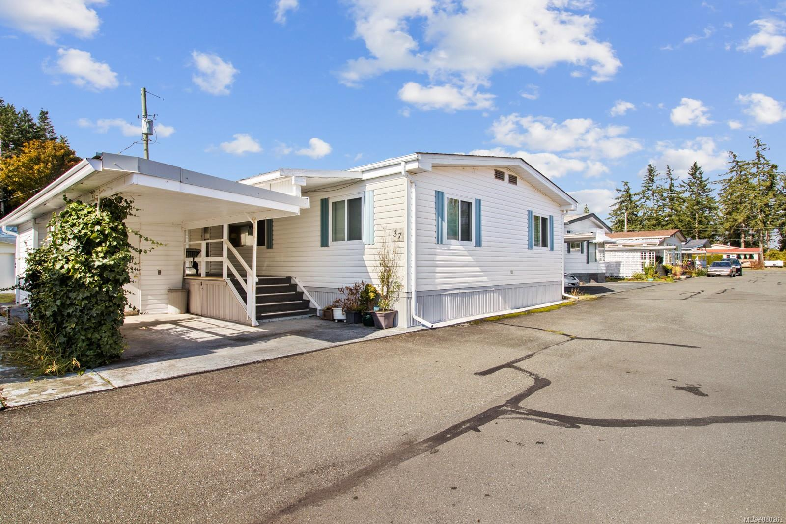 This lovely, well maintained double wide manufactured home is located in the community of Del's Trailerland. Located on the Comox peninsula close to the beach and is in a great walking area. The lot enjoys a cozy patio space to relax and a green space located directly behind for you to enjoy. There are two comfortable bedrooms in this home with the master bedroom having an ensuite bathroom, also a bonus room/den located off the living room. The kitchen area is open and spacious.