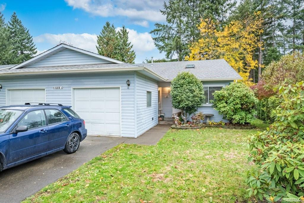 If you want a great alternative to strata living then you've probably just found your next home. Located on a quiet, centrally located street in the heart of Comox, this home is close to shopping and all of the amenities that Comox has to offer. The fenced yard is just the right size for those that still want to have their hand in some light gardening and offers a great spot to contain your pets as well. Inside you'll find a well laid out home with a nice bright kitchen and eating nook. The living room features a cozy fireplace and also has lots of room for a second dining area. The master bedroom boasts a full 4 piece ensuite and large walk in closet. It's move in ready and waiting for it's next chapter.