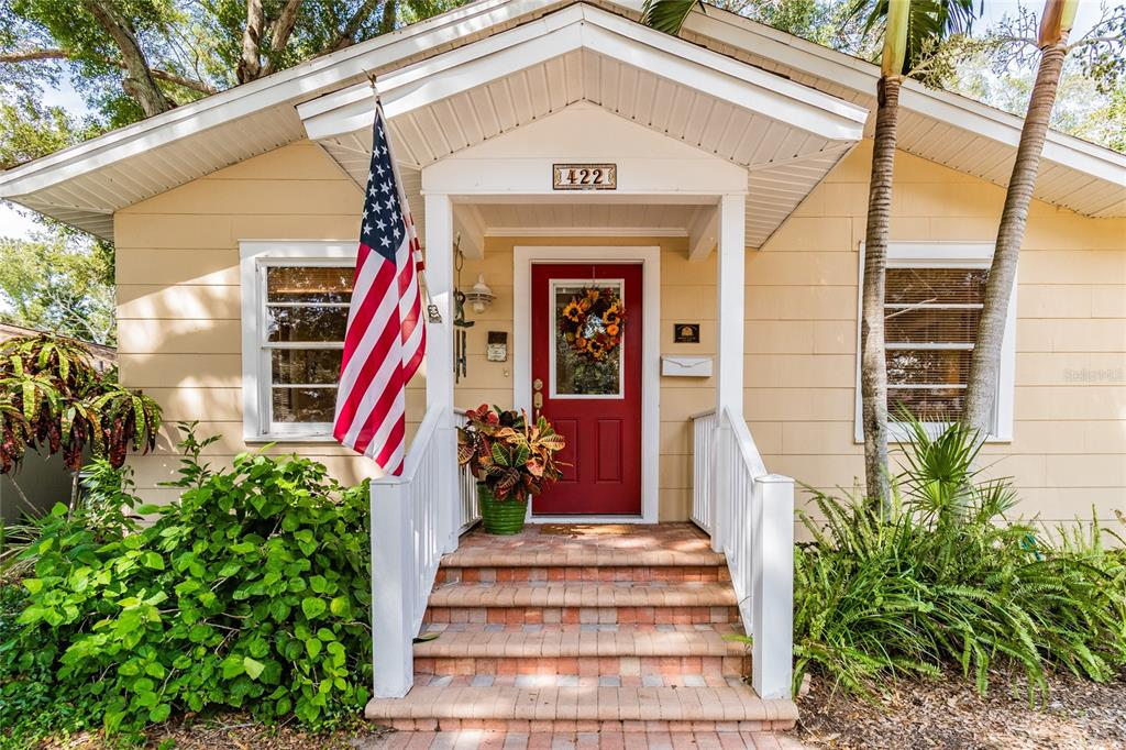 422 WOODLAWN AVENUE, BELLEAIR FL 33756