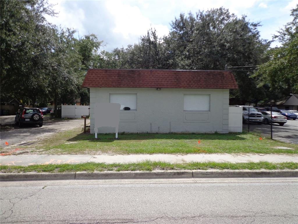1904 W WATERS AVE, TAMPA FL 33603