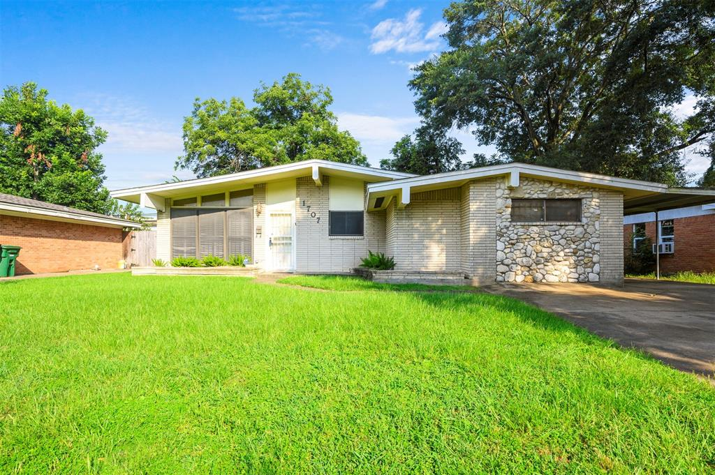 1707 Fawnhope Drive, Houston, TX 77008 - Property Listing at The Reyna Group