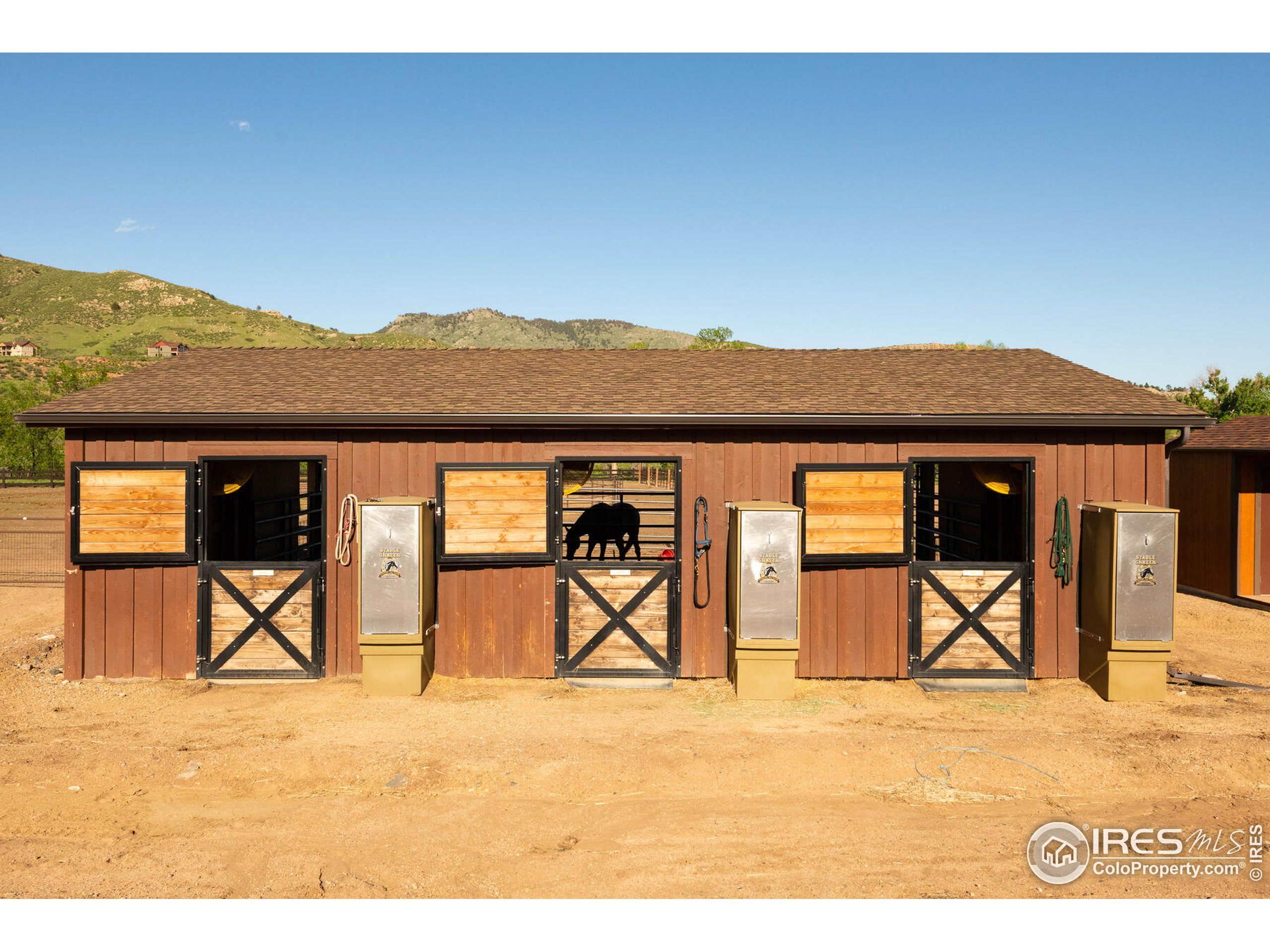 Run- In Horse Shed