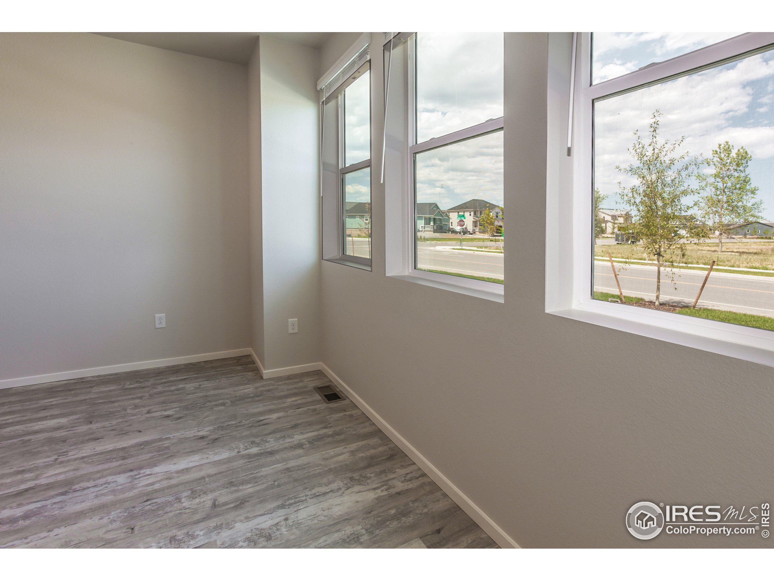 EXAMPLE PHOTOS: WINDOWS IN LIVING ROOM