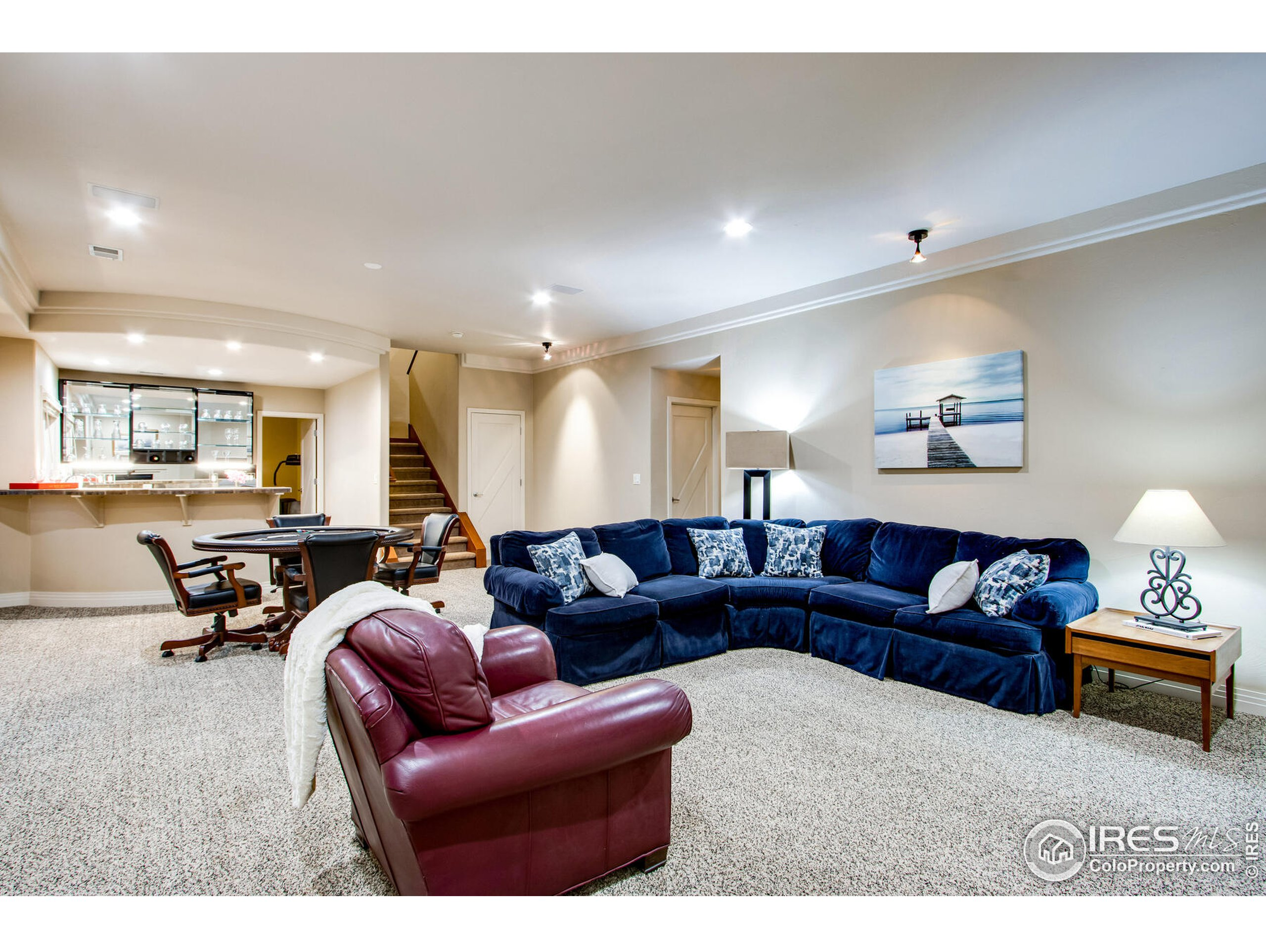 Lower Level Walk out, Large Family Rm with surround sound