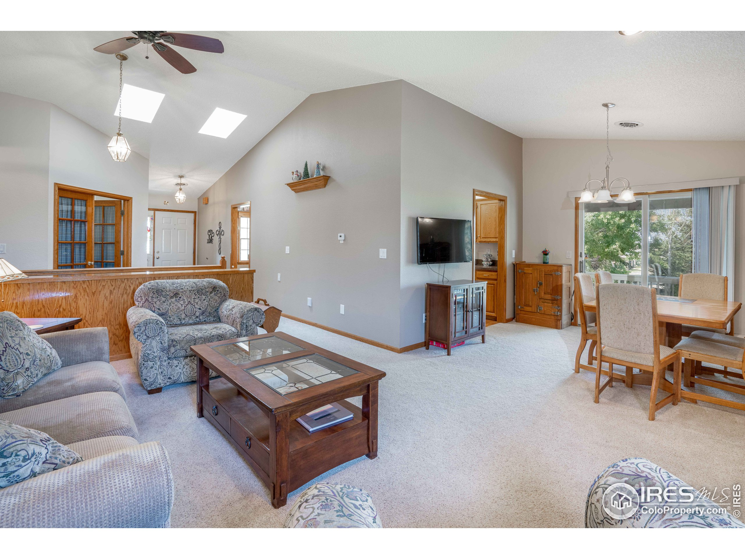 Vaulted Ceilings - Living Room, Dining Room