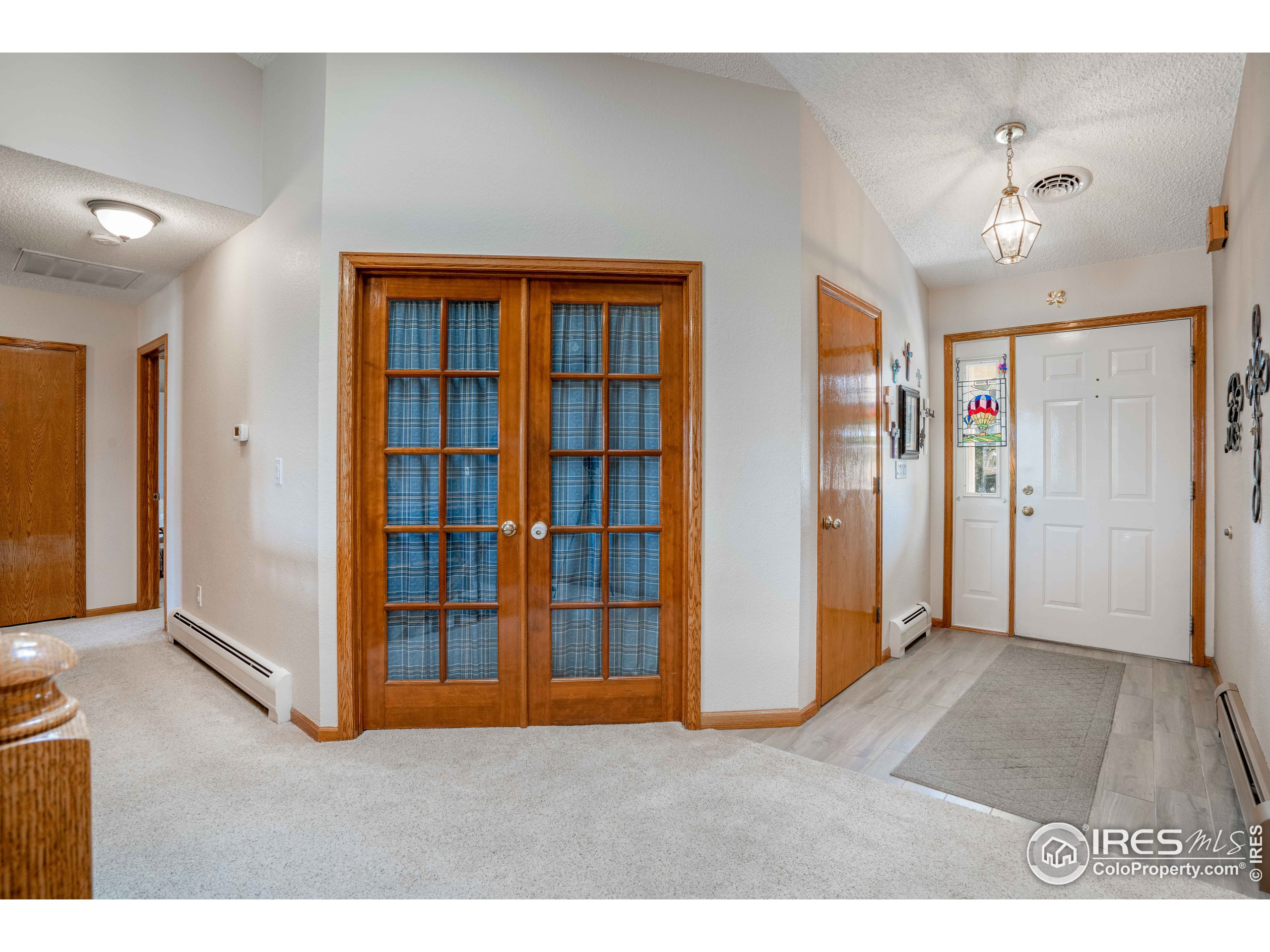 Entry plus Office - or use as bedroom 3
