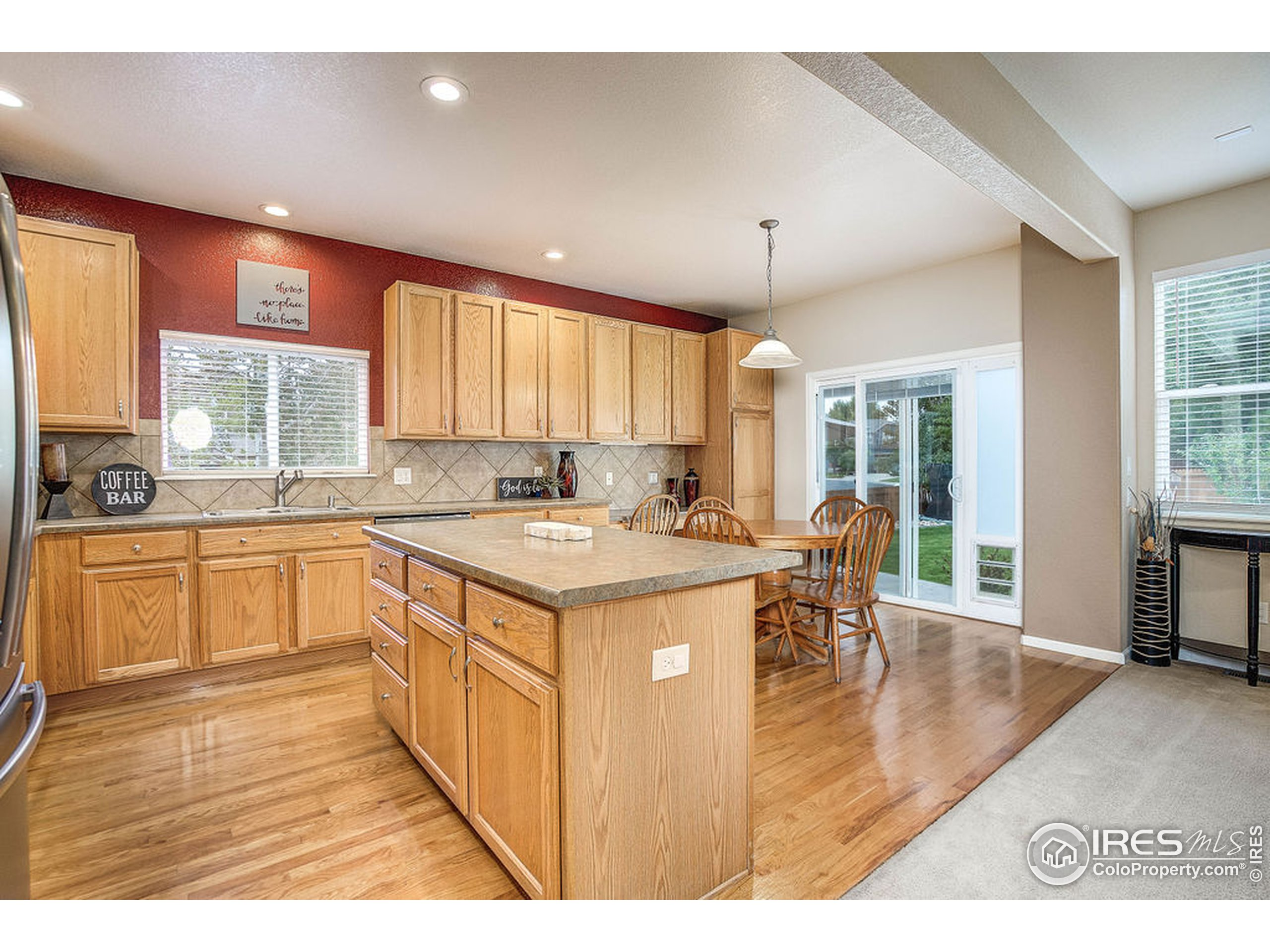 Large Kitchen with Eat-in Nook