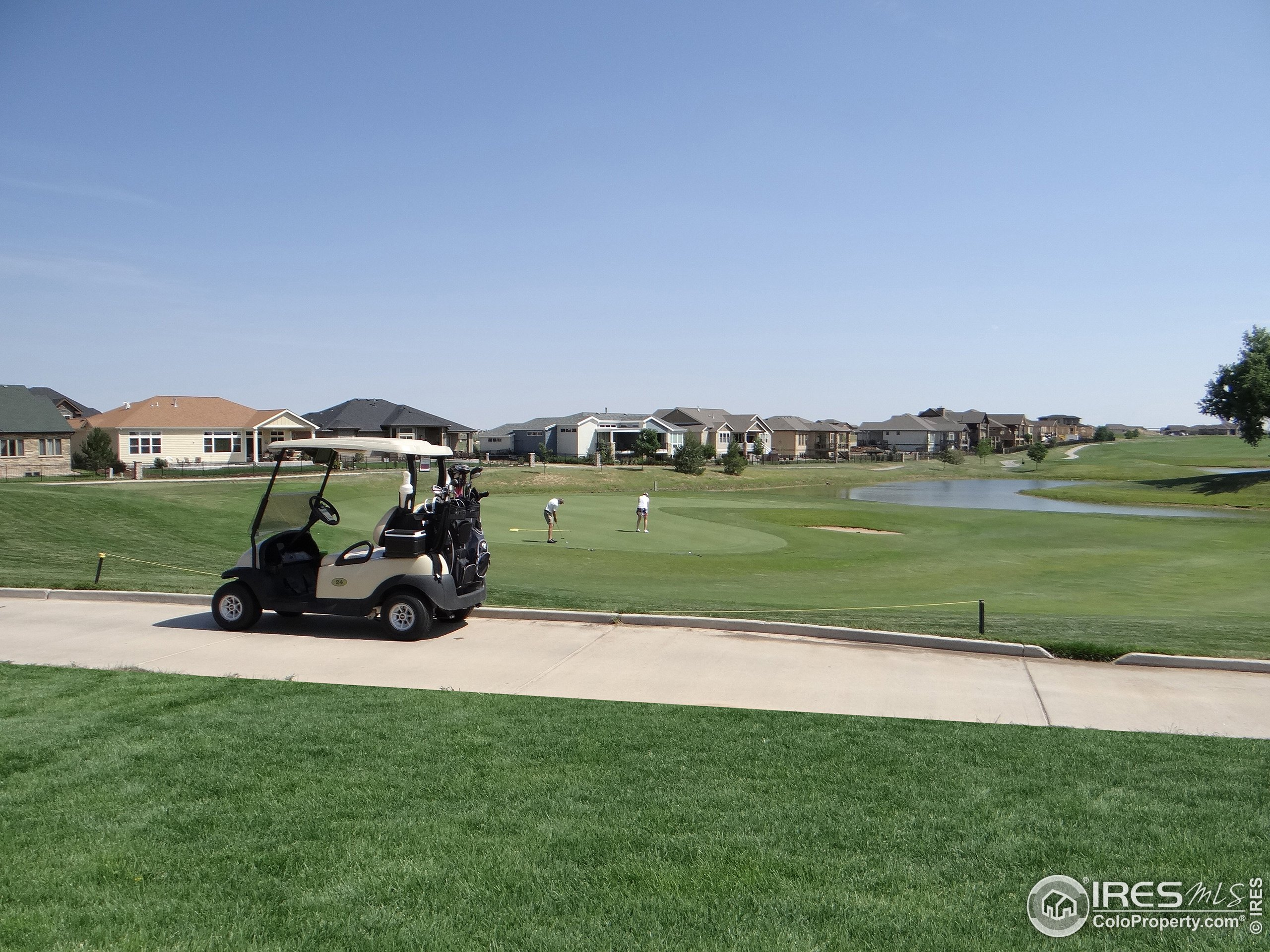 Great Location to Golf, Walk Path and Shops