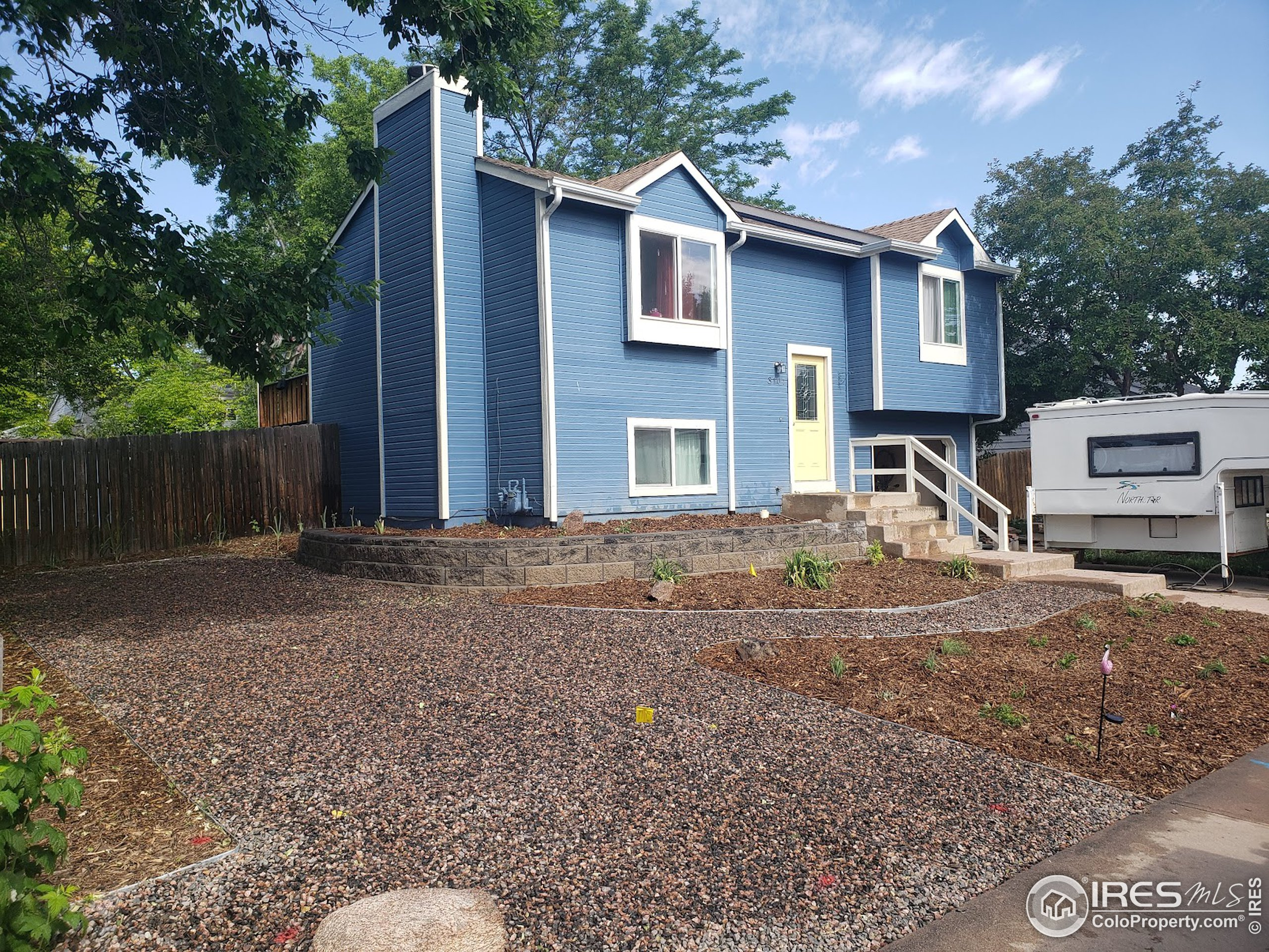 Beautiful split level in the Wagon Wheel subdivision.  Three good size bedrooms and 2 updated bathrooms.  Fun Kitchen with an eat-in dining area.  Lower level great room and bedroom have beautifully polished concrete floors.   Exterior of the home has been recently painted.  Beautiful xeriscaping in the front yard, and a big private fenced back yard.