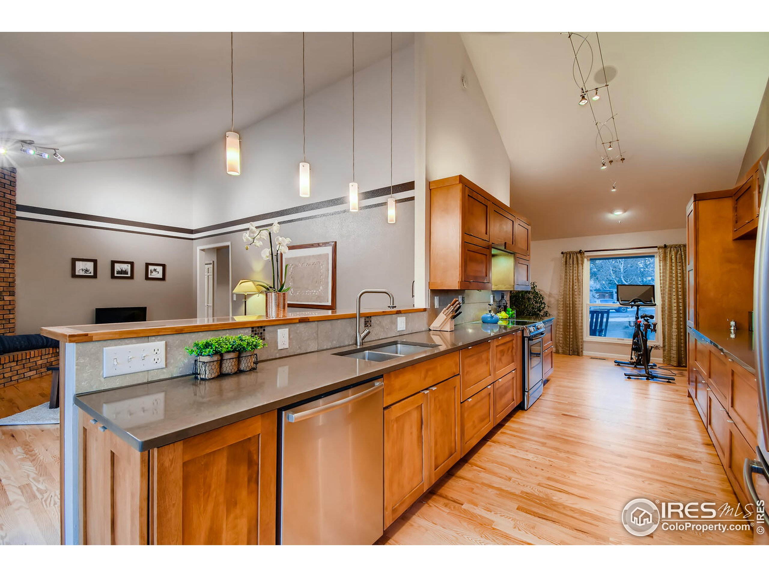 Quarts with Custom Cabinetry
