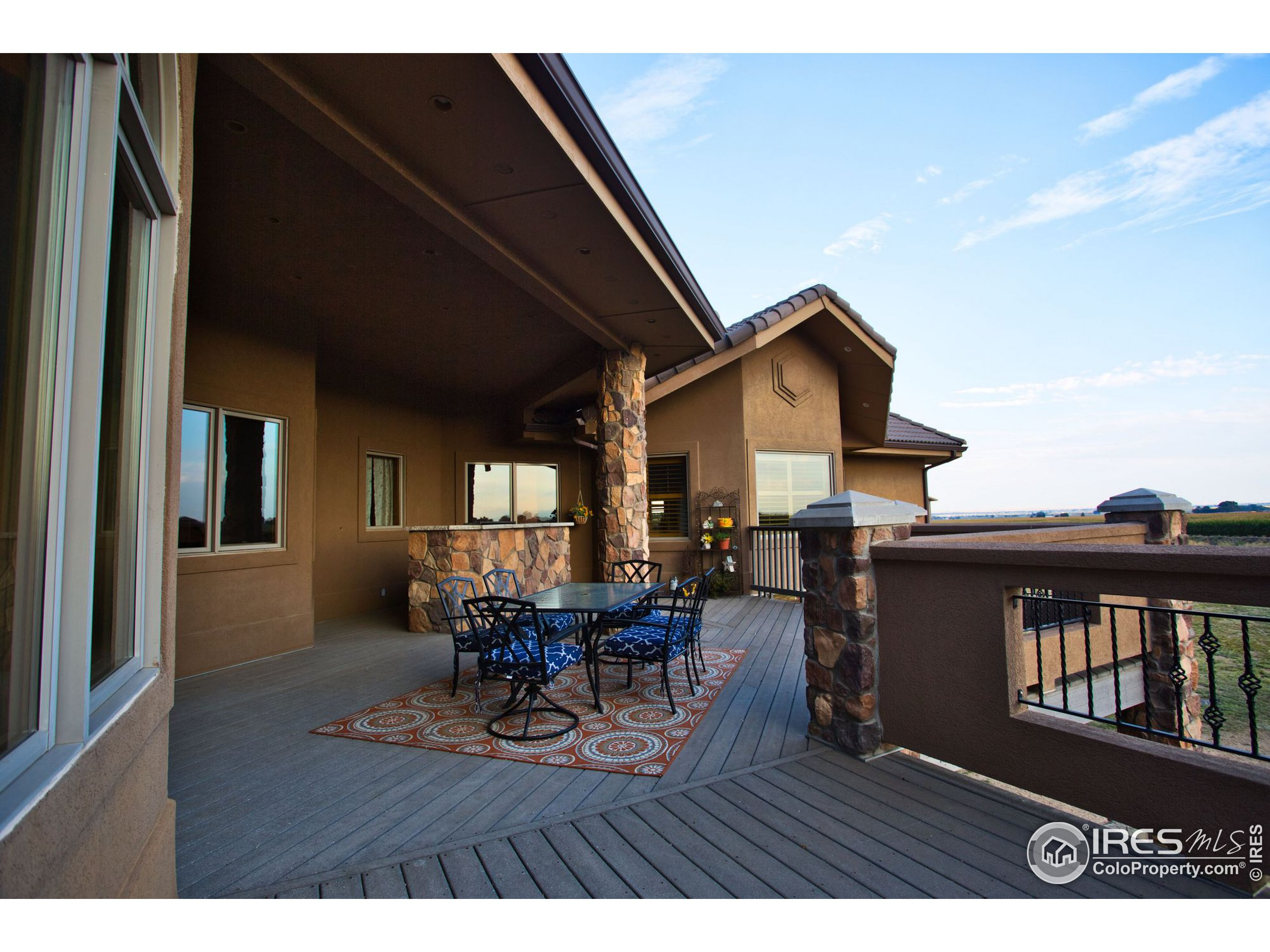 Large deck with views, outdoor kitchen