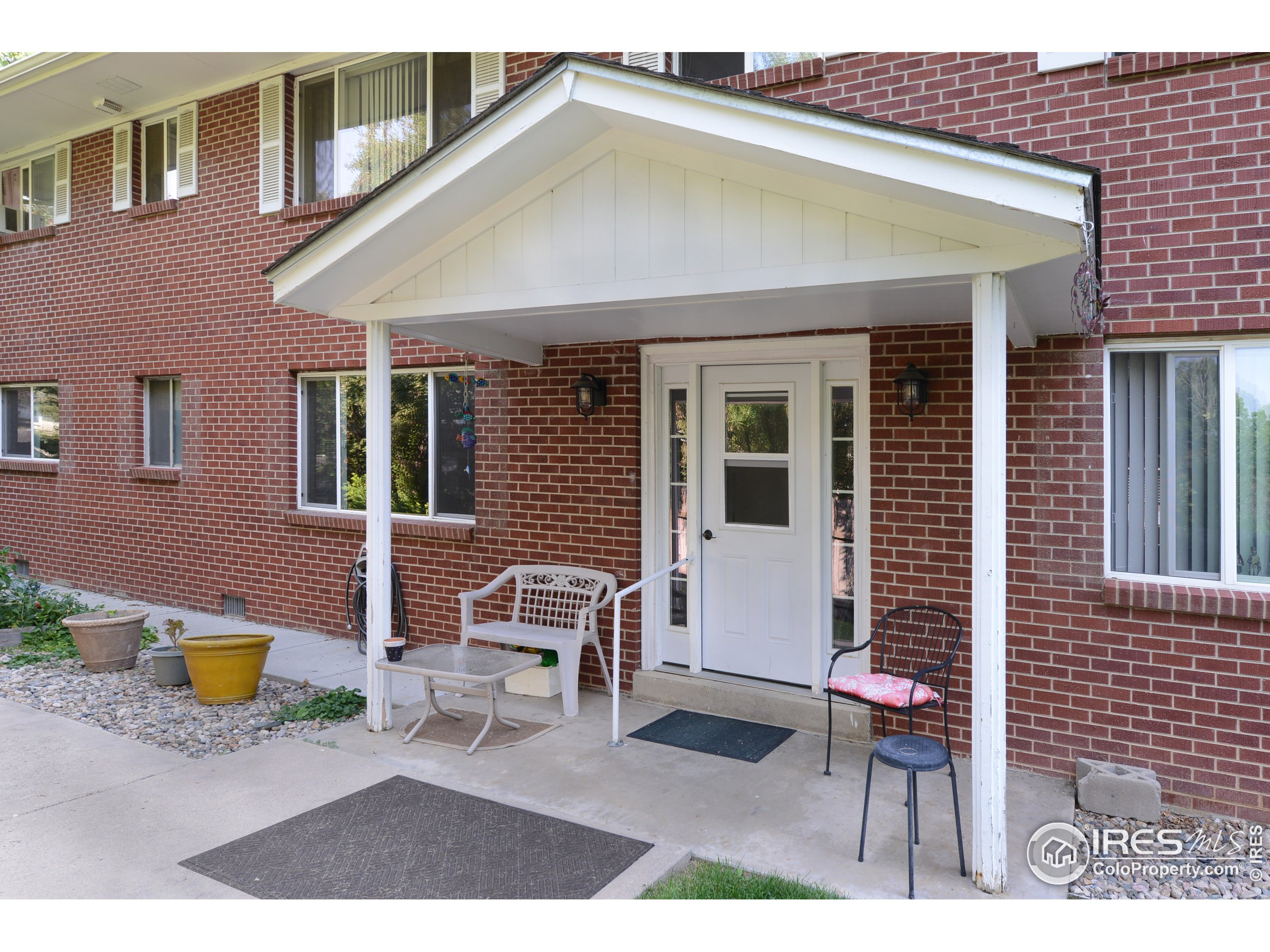 Cute and comfortable north Loveland Condo!  Great opportunity for convenient maintenance free living.