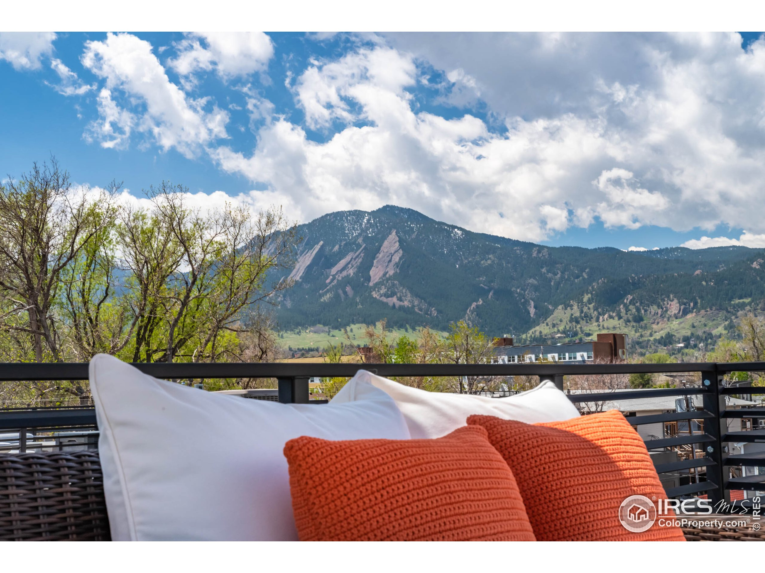 Upper Level Rooftop Deck with 360 VIEWS
