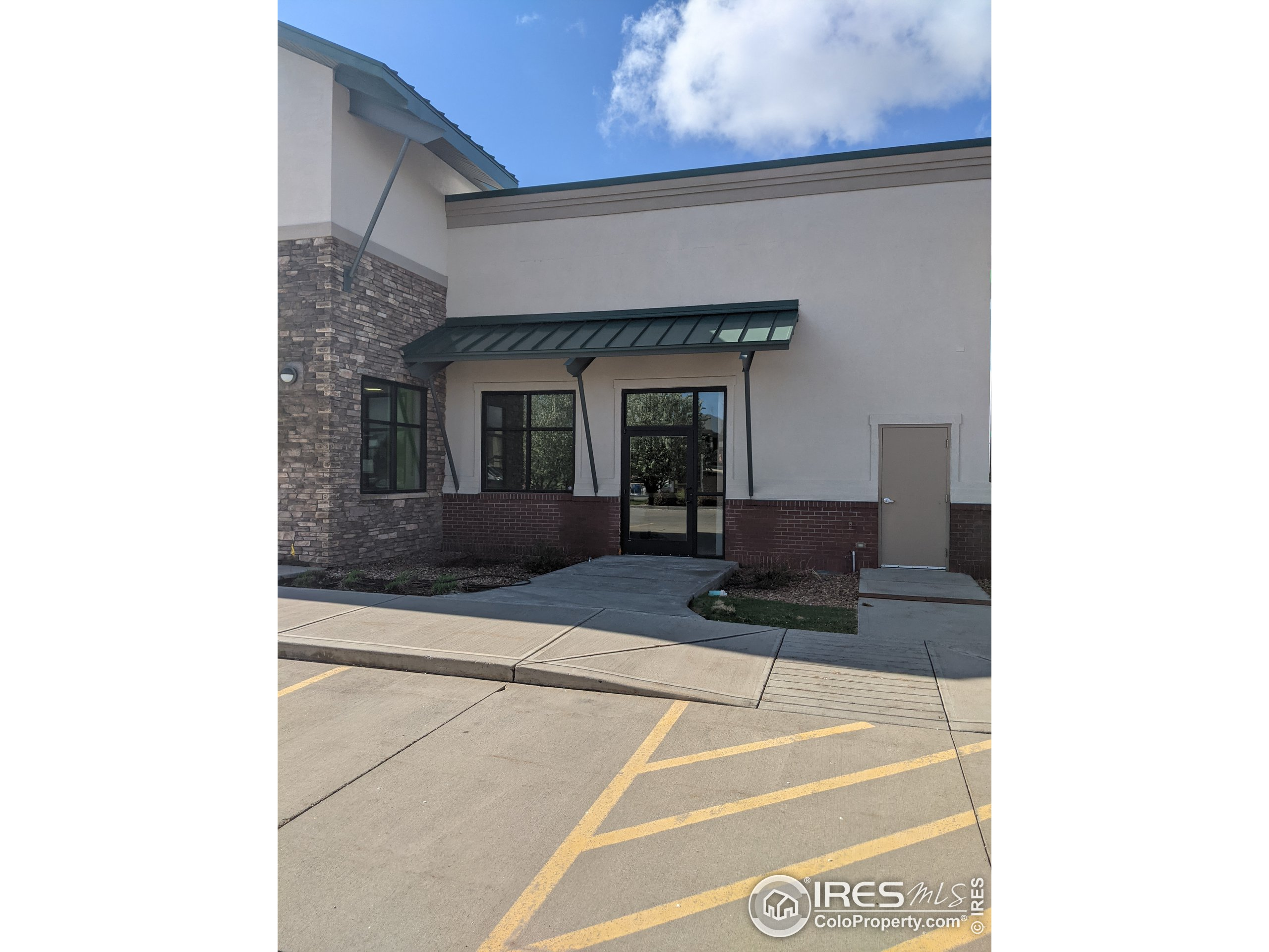 1,300 SF Available