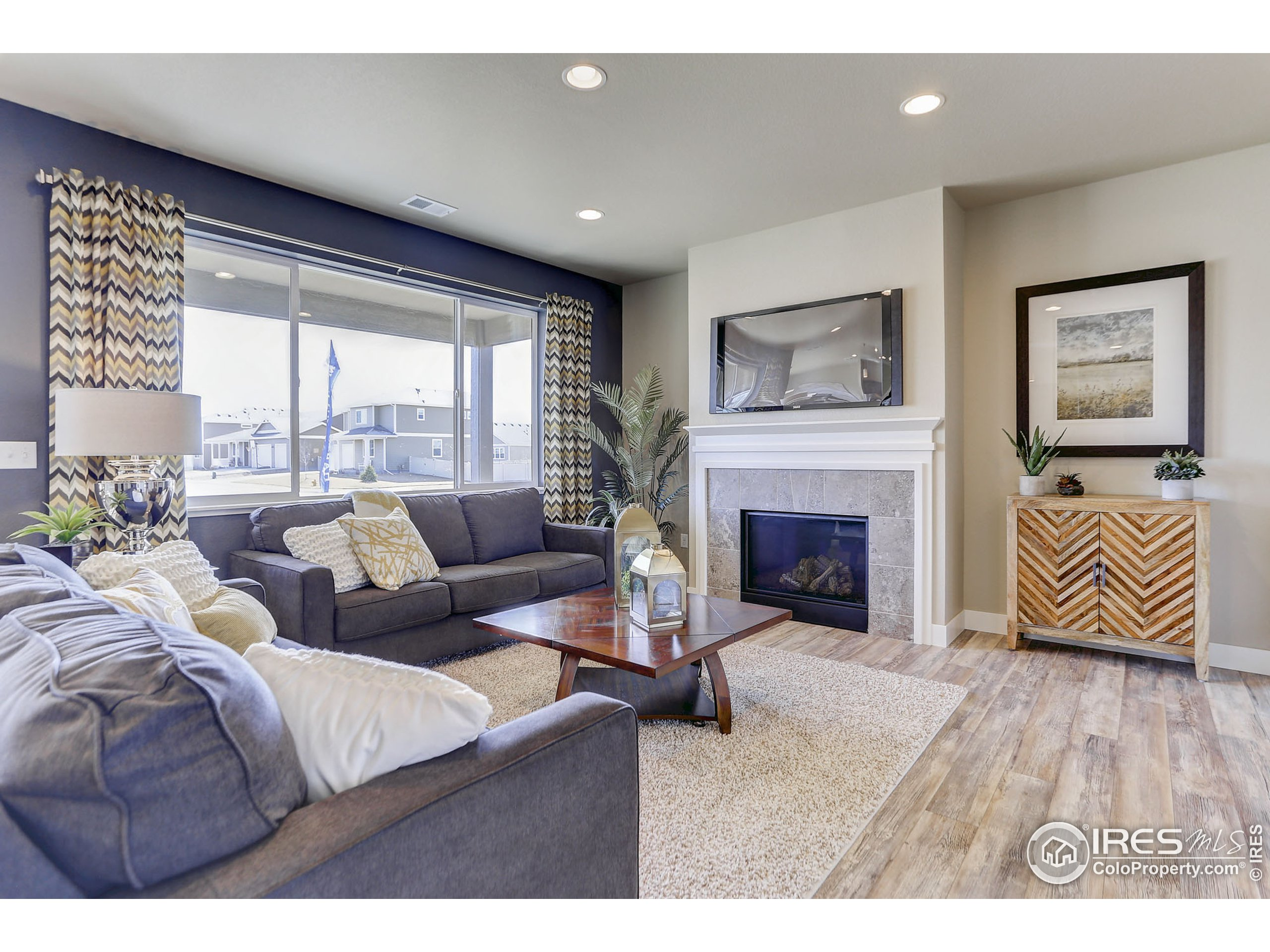 EXAMPLE PHOTO: GREAT ROOM (NO FIREPLACE)