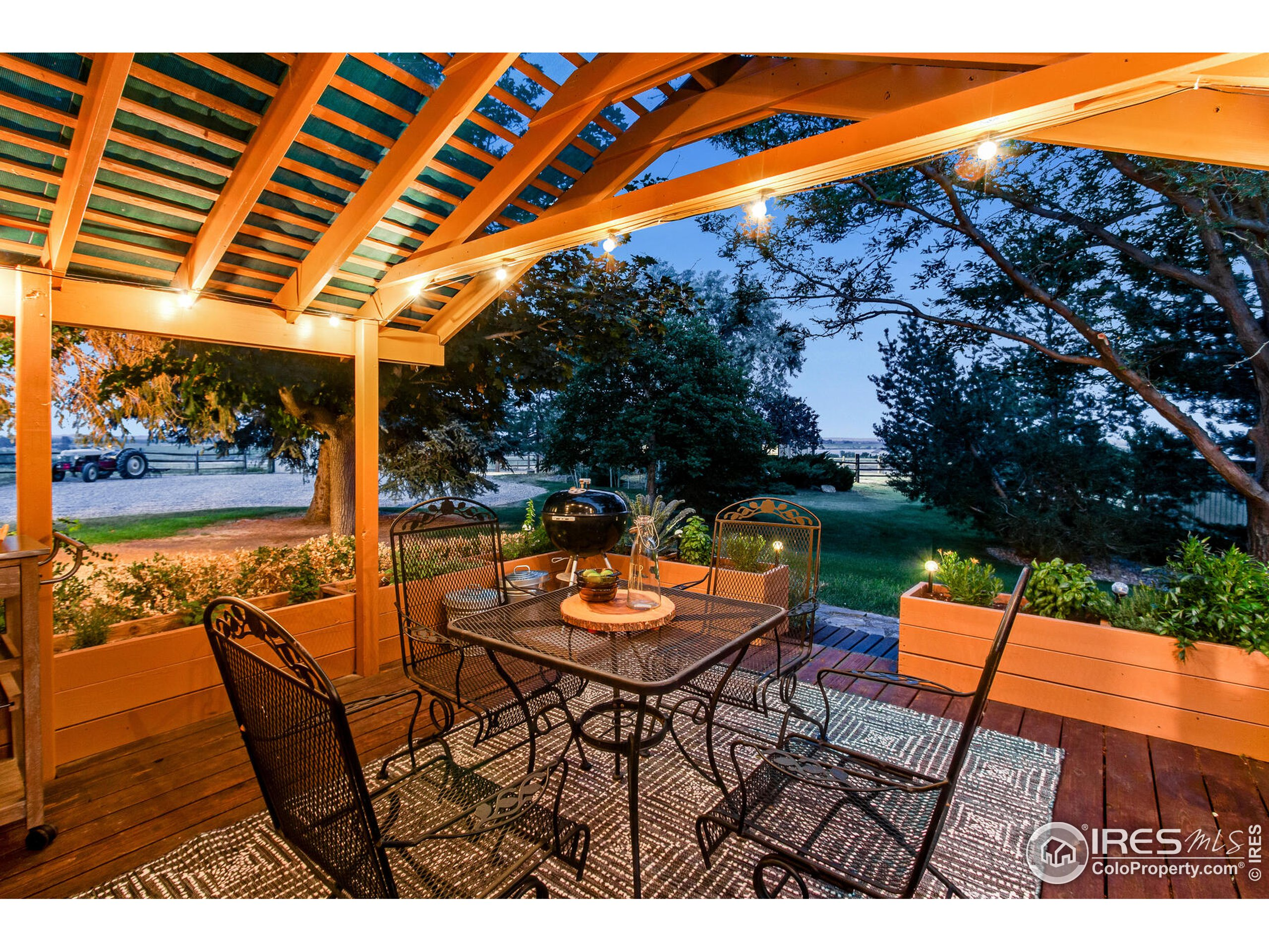 A true country oasis, idyllic outdoor living areas!