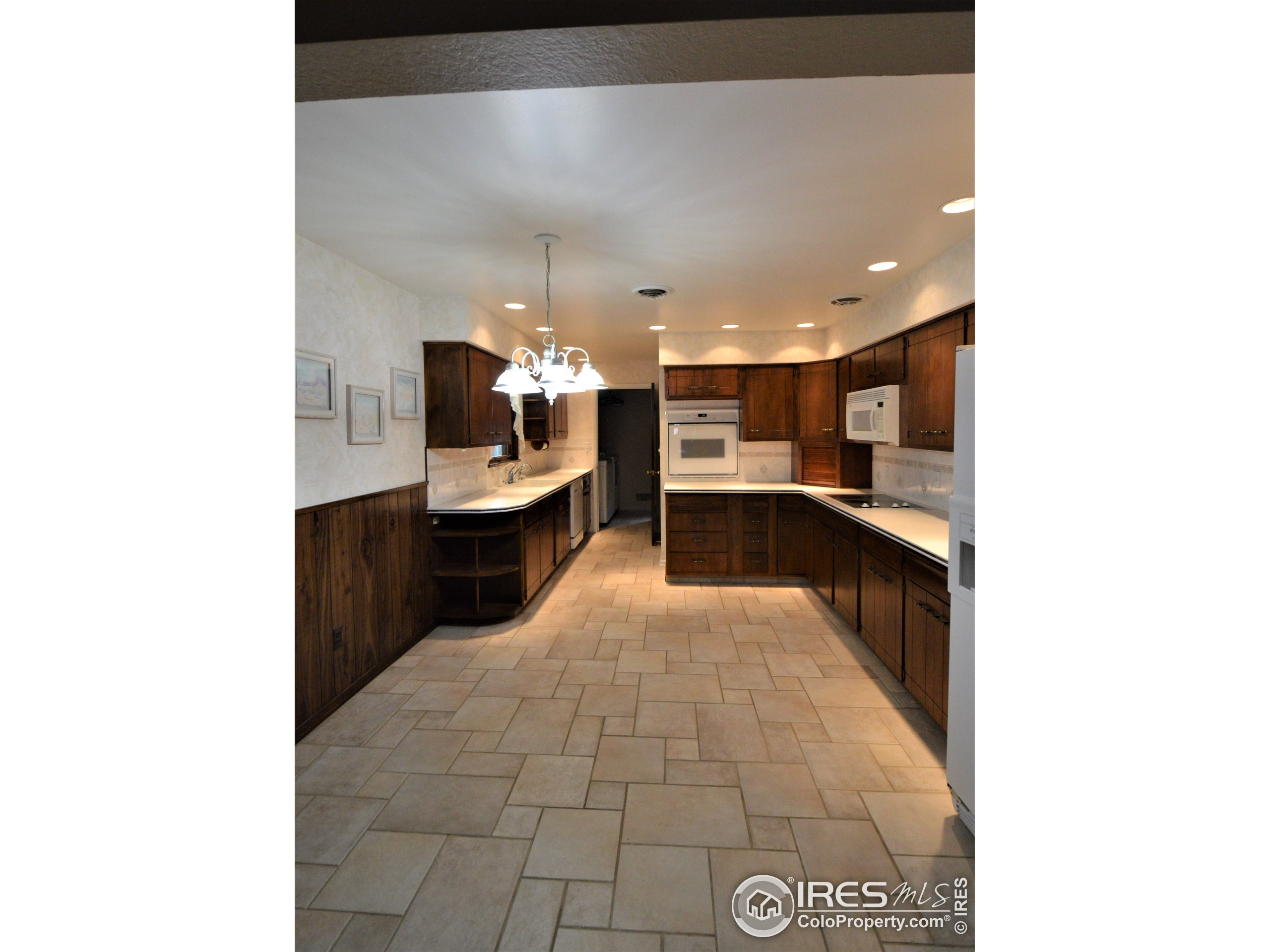 Kitchen with Eat in Area